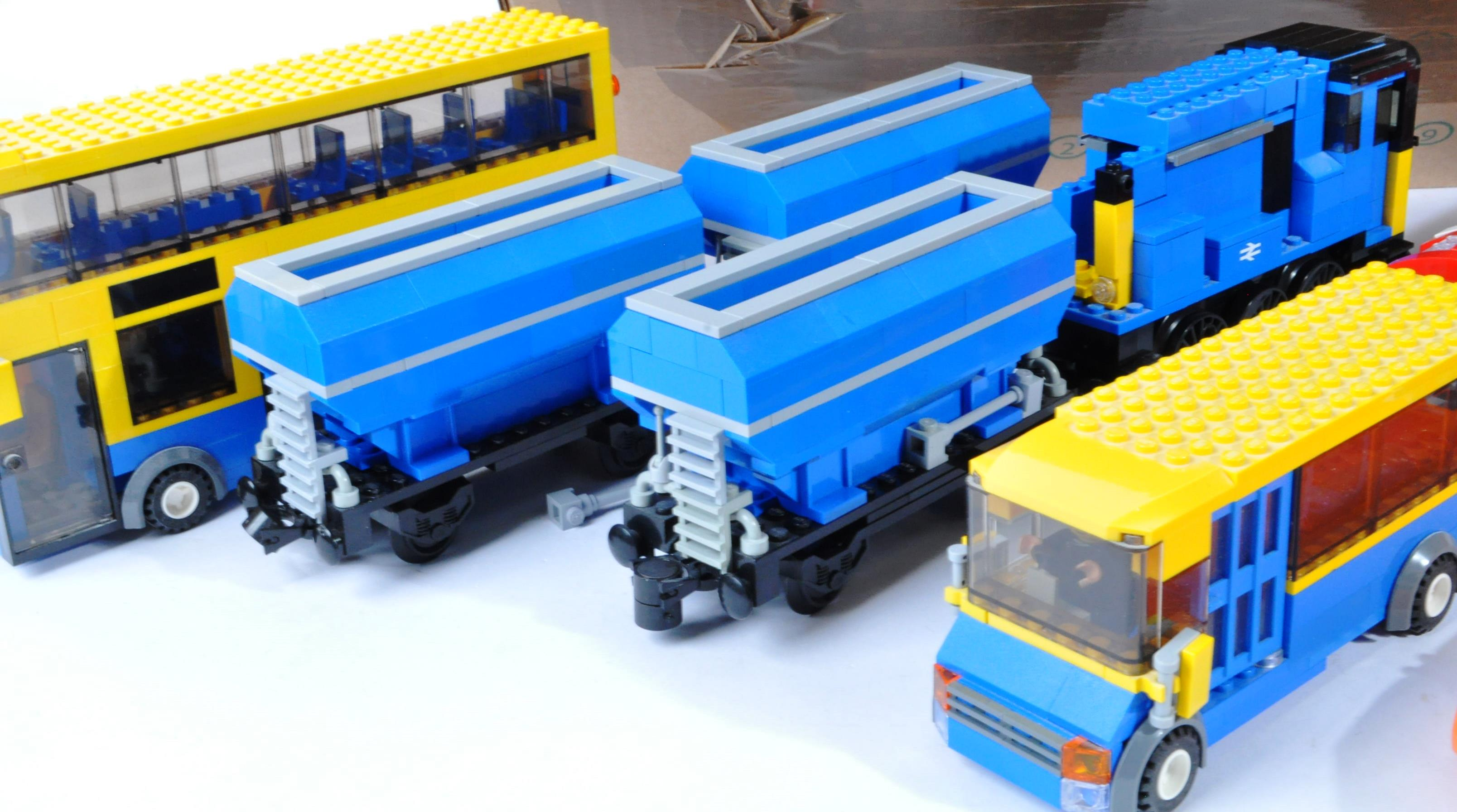 LARGE COLLECTION OF ASSORTED LOOSE LEGO BRICKS - Image 2 of 6
