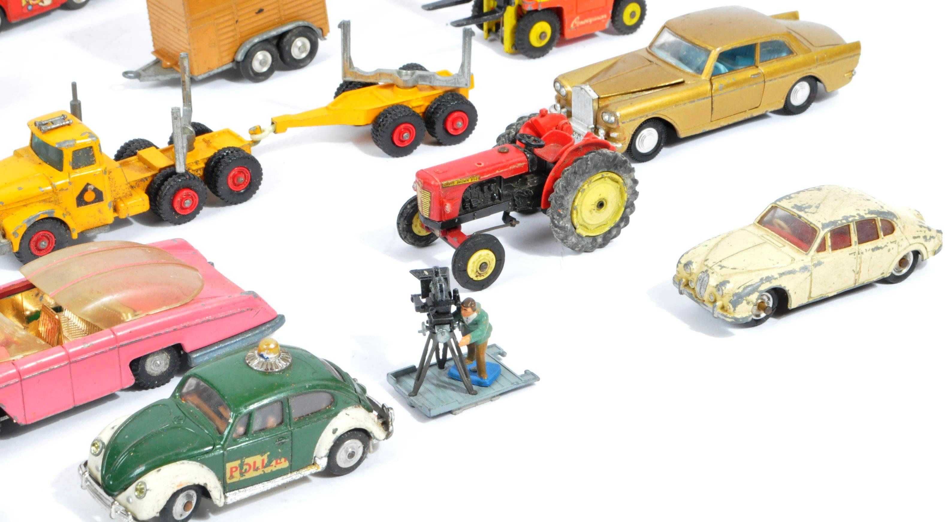 COLLECTION OF VINTAGE CORGI & DINKY TOYS DIECAST MODELS - Image 6 of 10