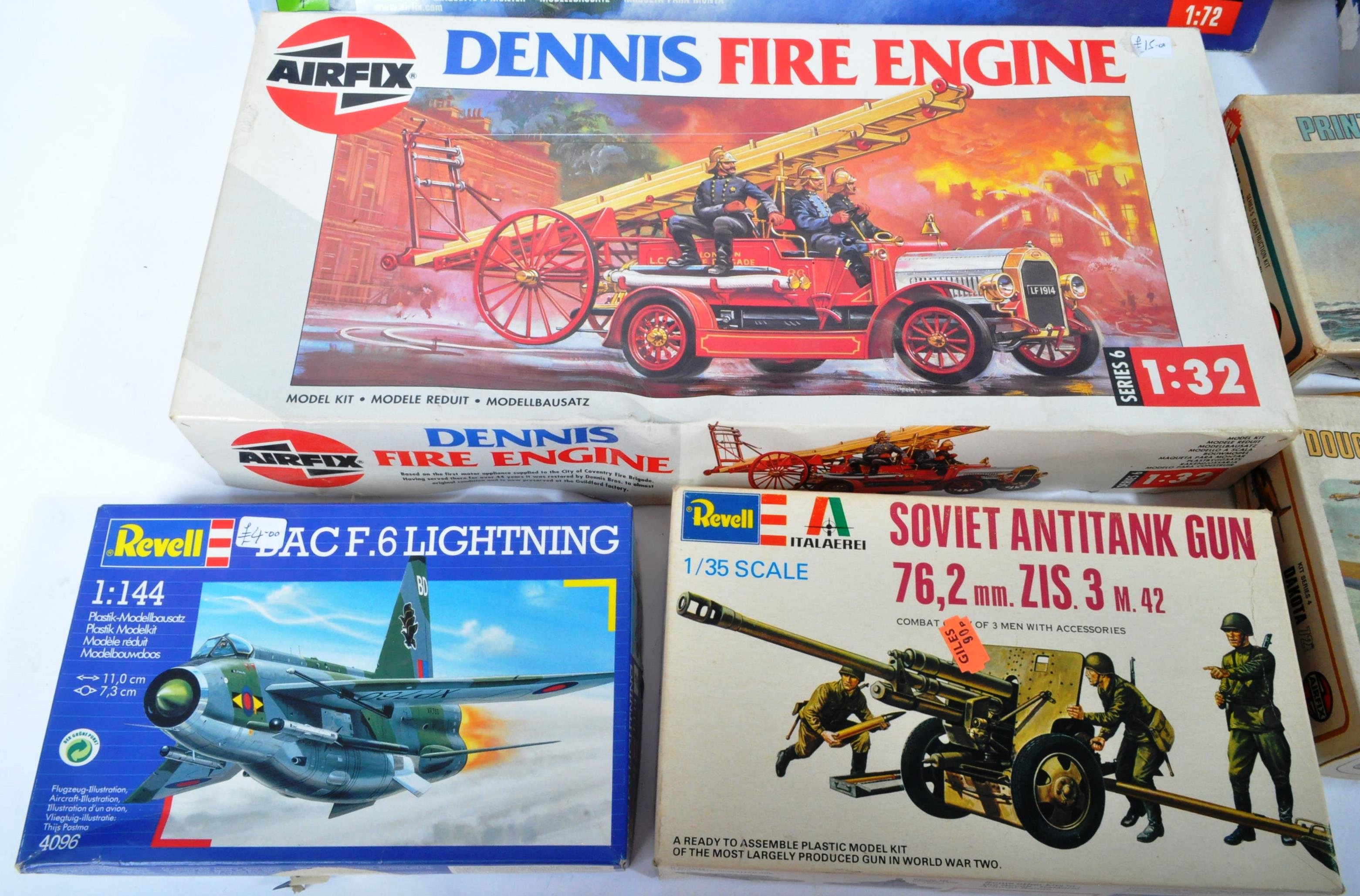 COLLECTION OF ASSORTED AIRFIX AND REVELL PLASTIC MODEL KITS - Image 2 of 8