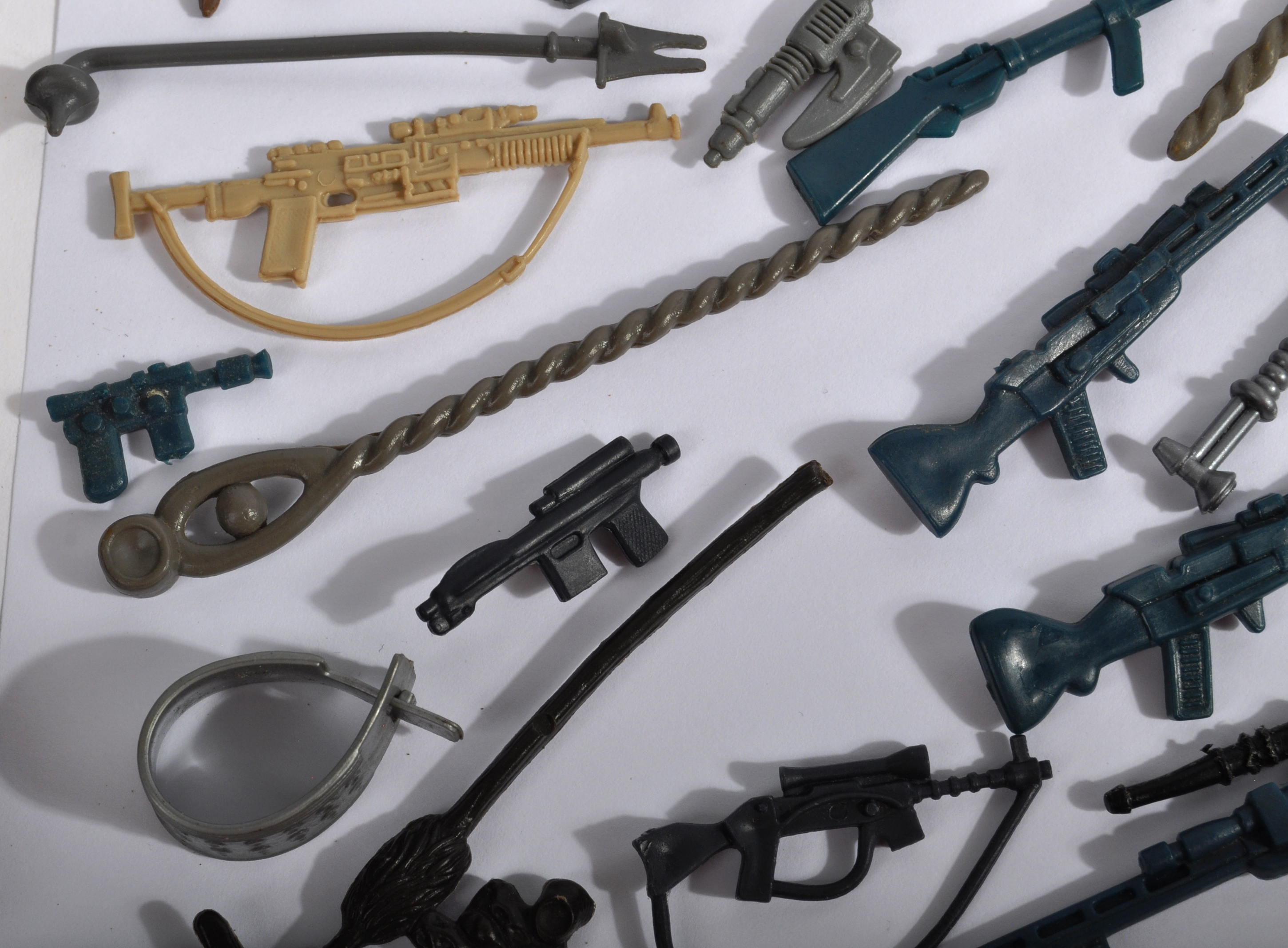 STAR WARS - LARGE COLLECTION OF ORIGINAL VINTAGE WEAPONS & ACCESSORIES. - Image 8 of 11