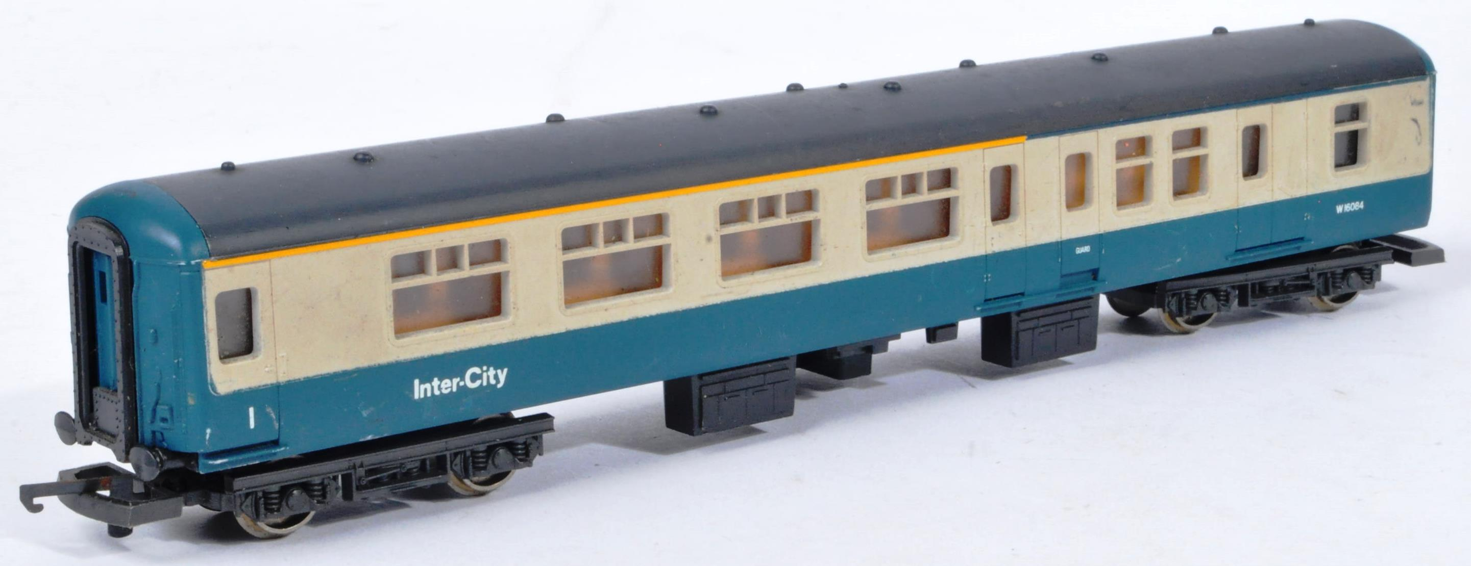 COLLECTION OF ASSORTED DIESEL 00 GAUGE TRAINSET LOCOMOTIVES & CARRIAGES - Image 9 of 10