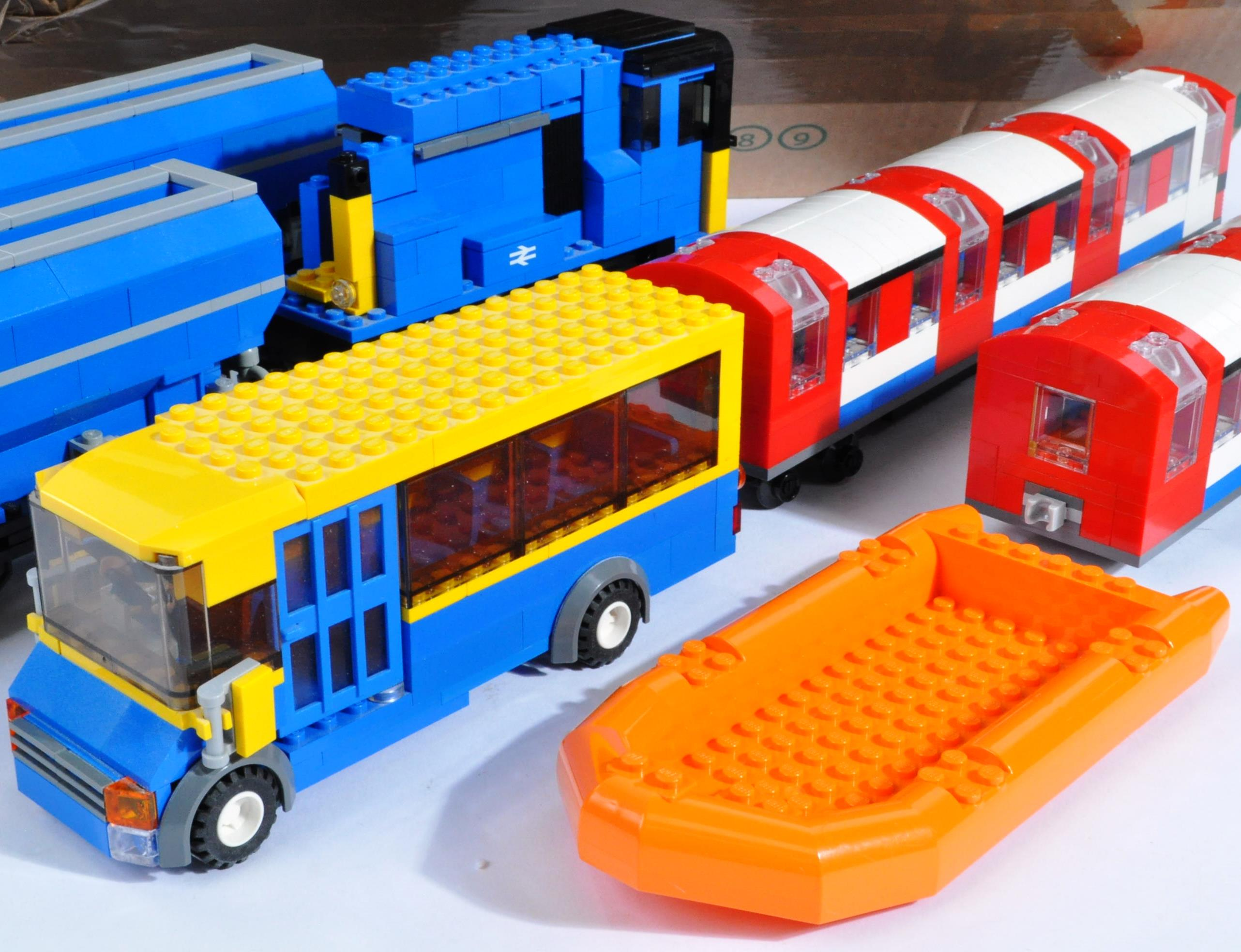 LARGE COLLECTION OF ASSORTED LOOSE LEGO BRICKS - Image 3 of 6