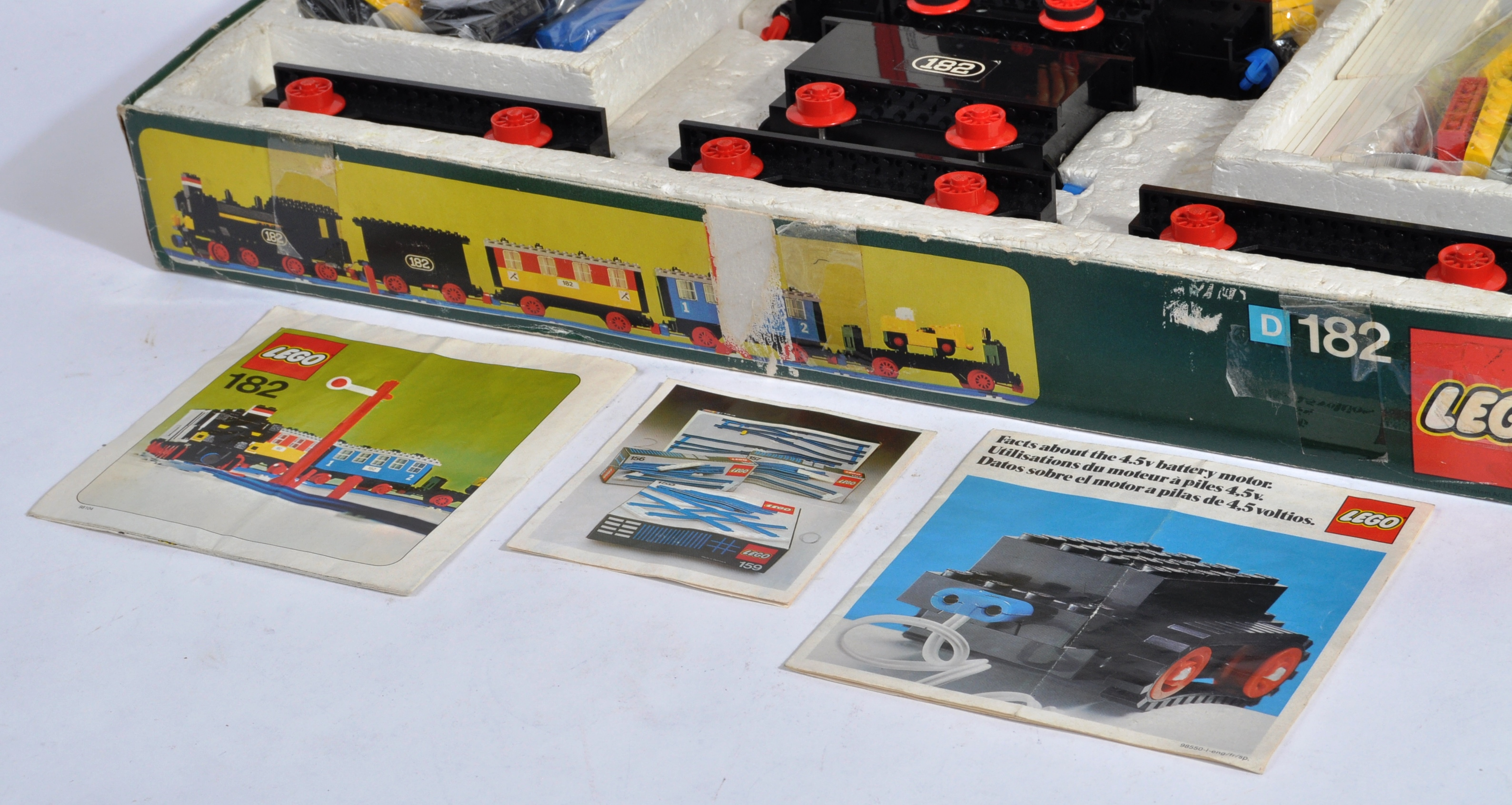 LEGO SET - 182 - TRAIN SET WITH MOTOR AND TRACK - Image 4 of 14