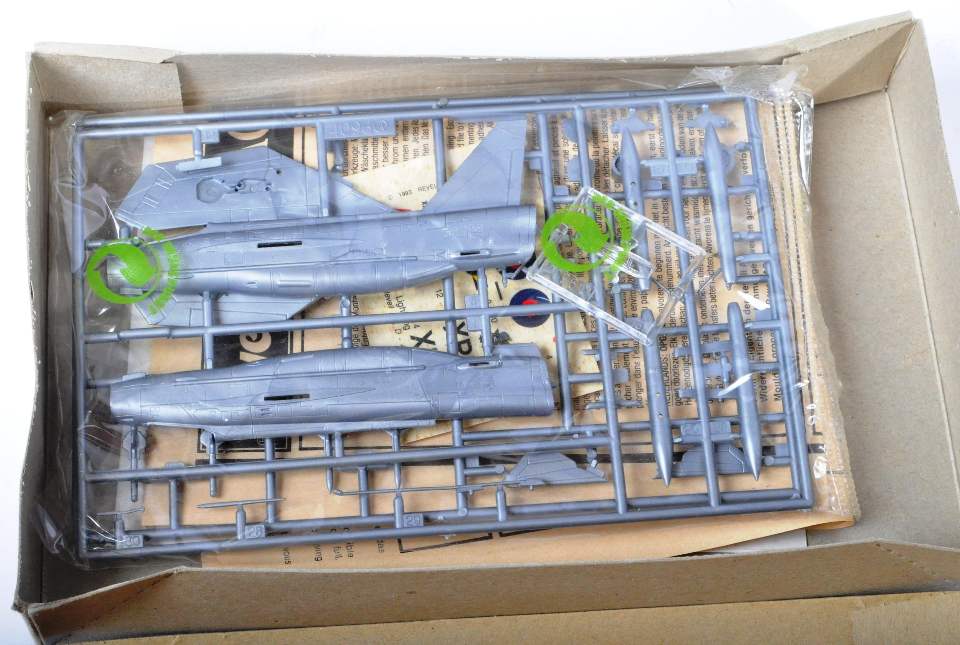 COLLECTION OF ASSORTED AIRFIX AND REVELL PLASTIC MODEL KITS - Image 8 of 8