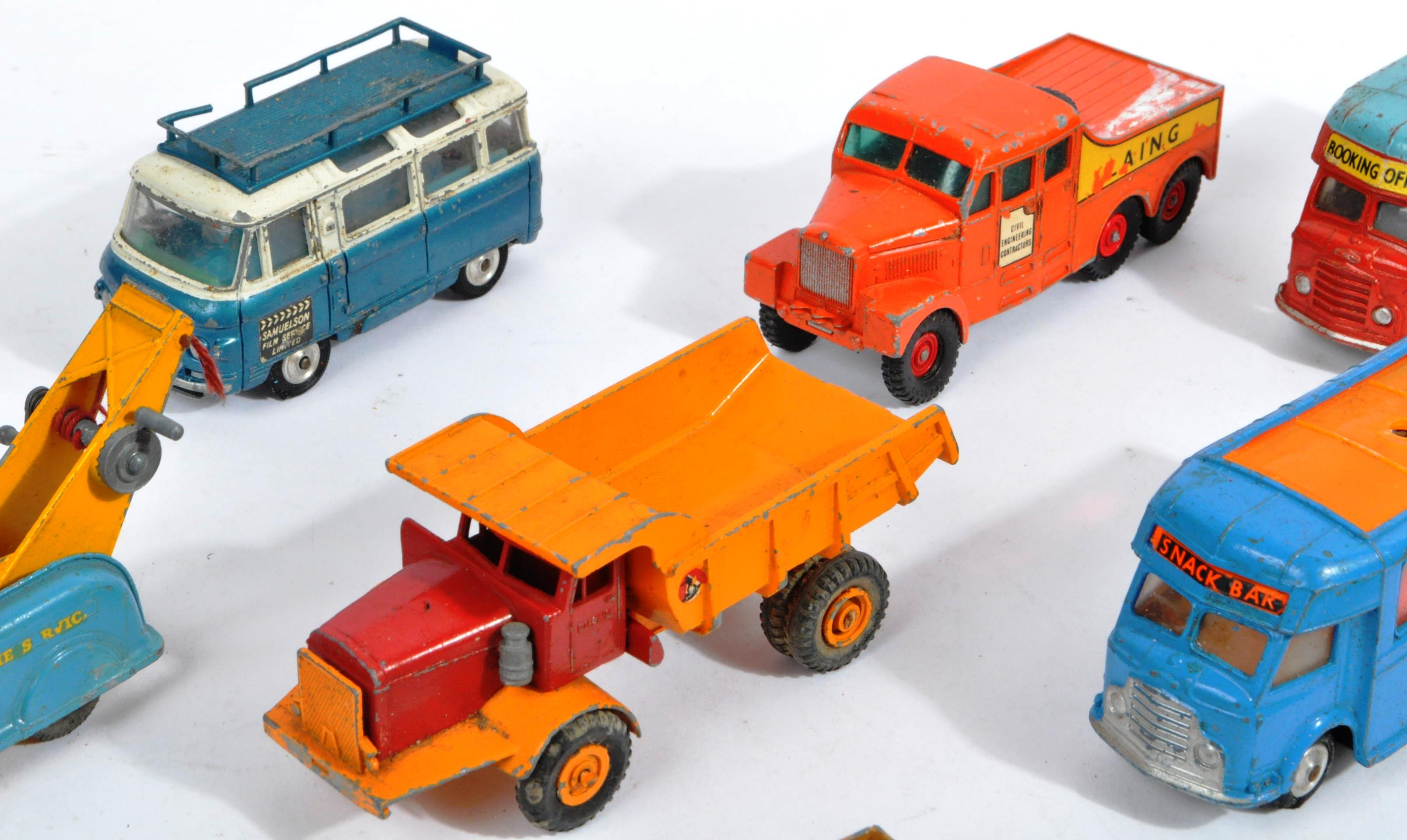 COLLECTION OF VINTAGE CORGI & DINKY TOYS DIECAST MODELS - Image 3 of 10