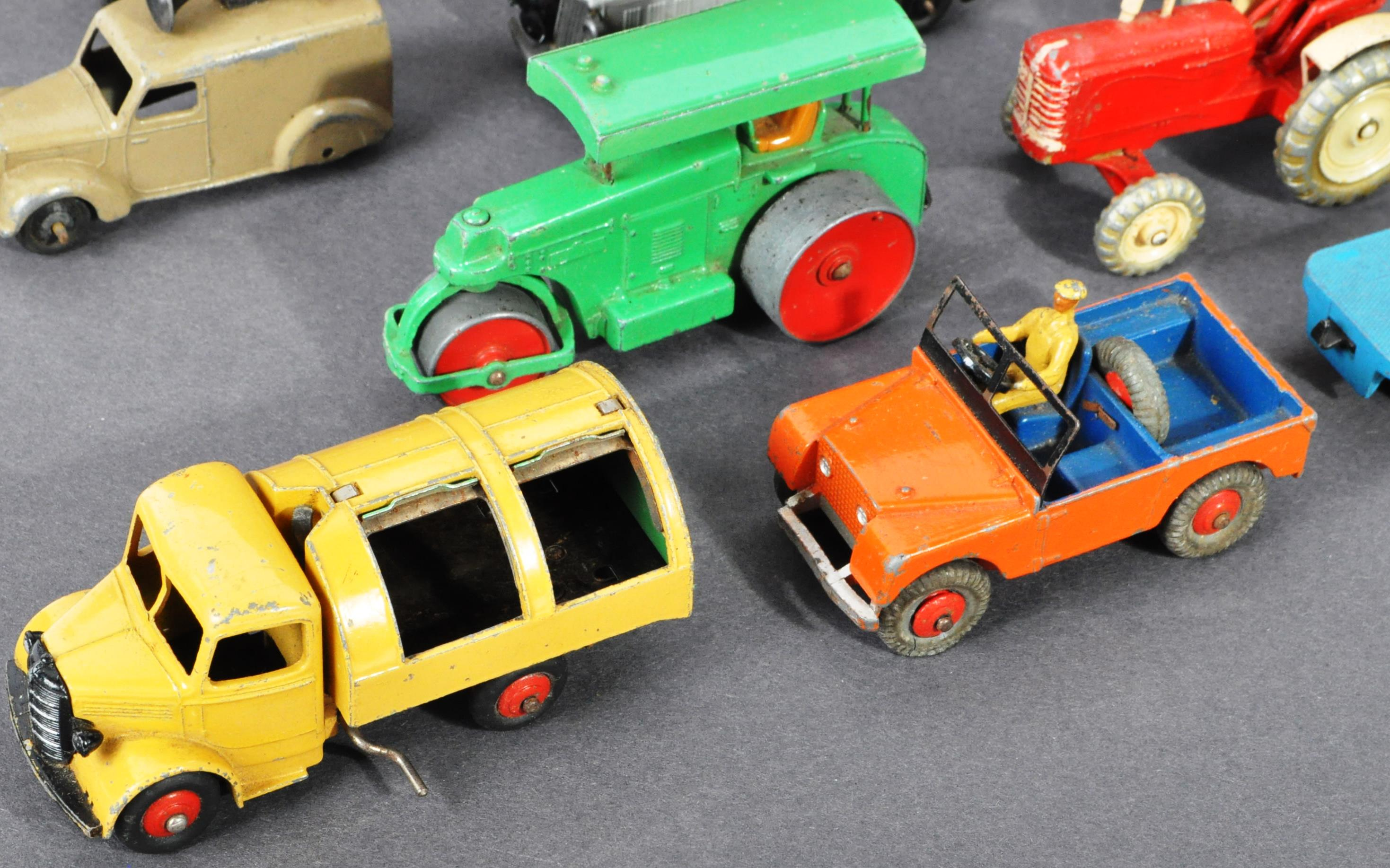 COLLECTION OF ORIGINAL VINTAGE DINKY TOYS DIECAST MODELS - Image 5 of 6