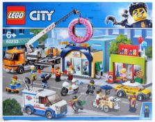 LEGO SET - LEGO CITY - 60233 - DONUT SHOP OPENING