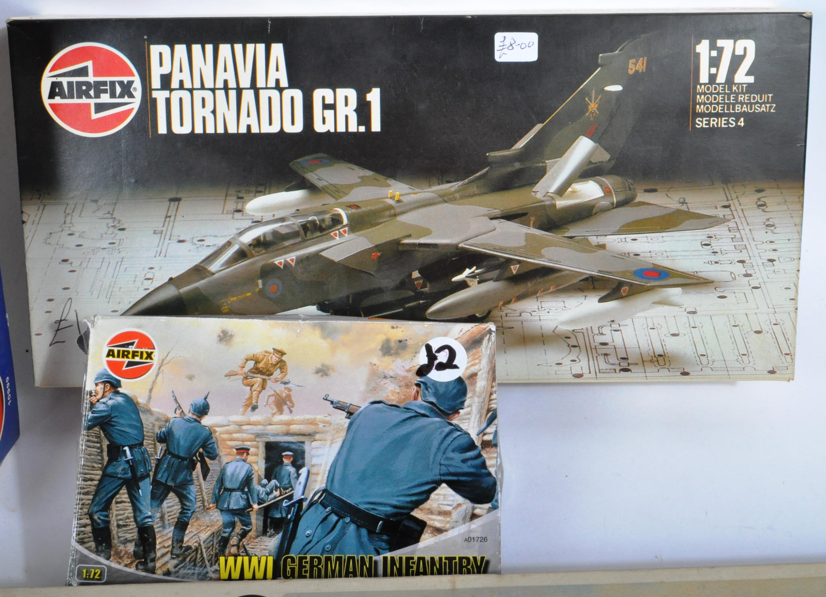 COLLECTION OF ASSORTED AIRFIX AND REVELL PLASTIC MODEL KITS - Image 4 of 8