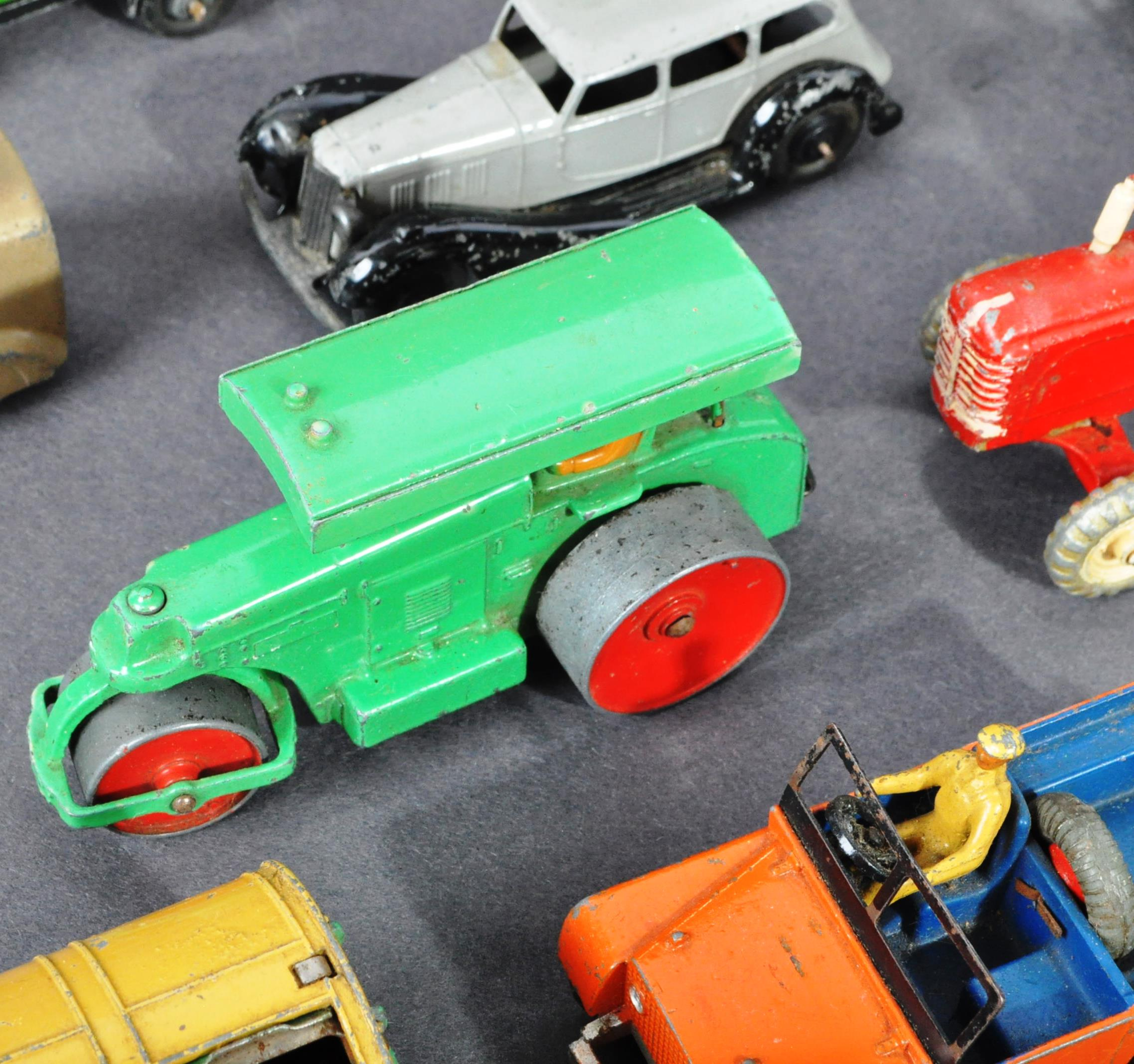 COLLECTION OF ORIGINAL VINTAGE DINKY TOYS DIECAST MODELS - Image 6 of 6