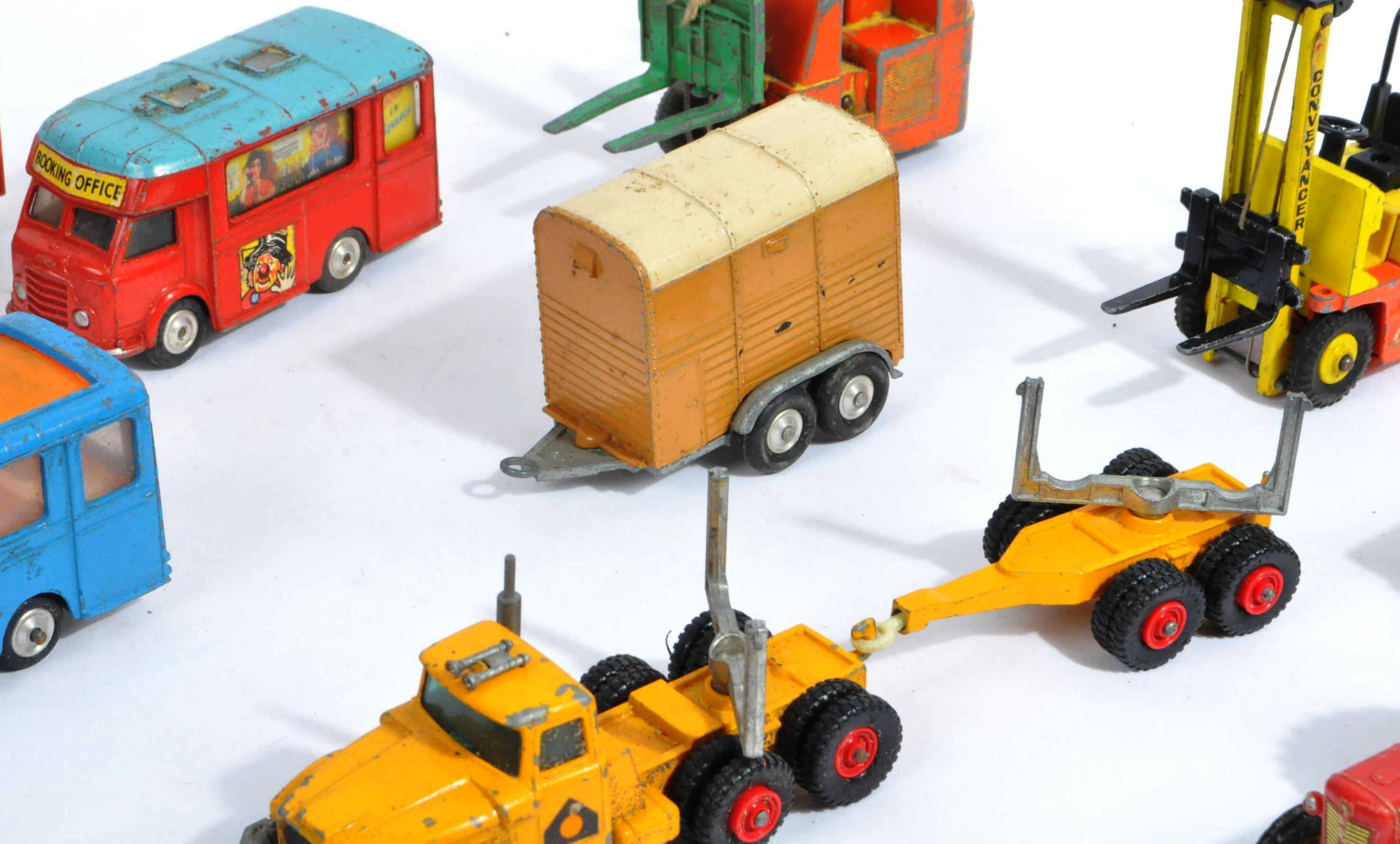 COLLECTION OF VINTAGE CORGI & DINKY TOYS DIECAST MODELS - Image 4 of 10