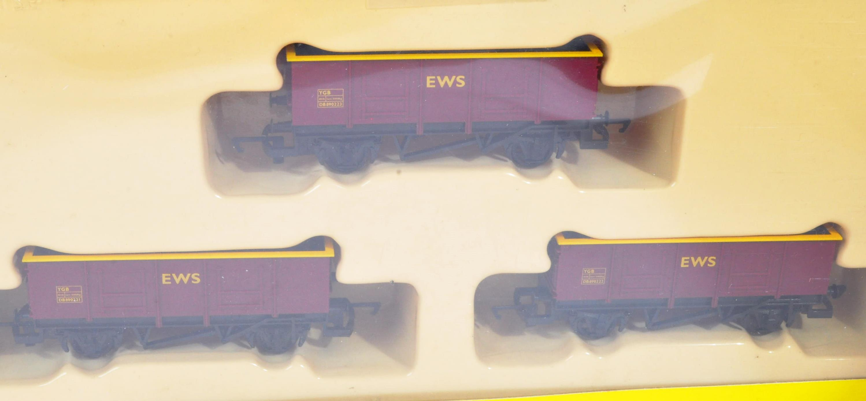 COLLECTION OF HORNBY 00 GAUGE MODEL RAILWAY ROLLING STOCK SETS - Image 3 of 5