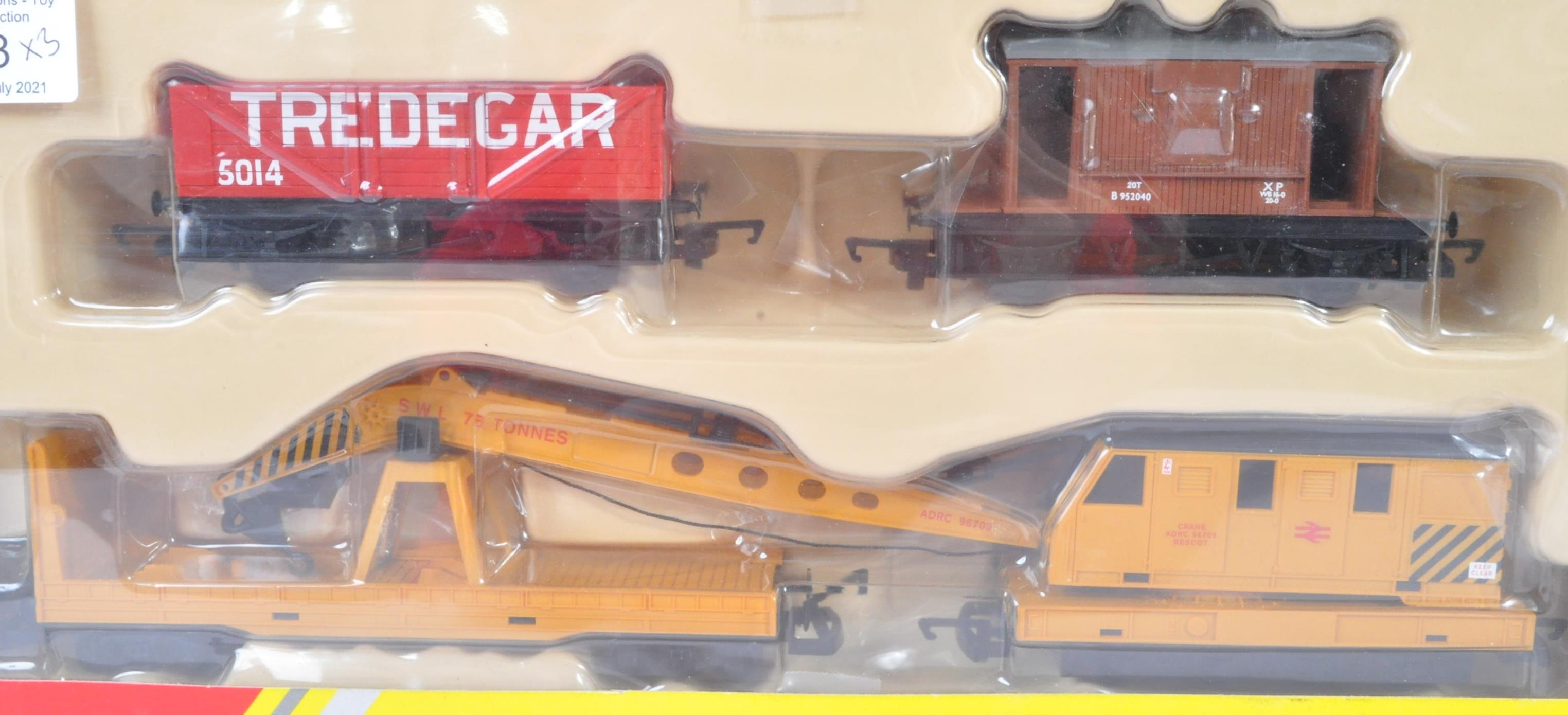 COLLECTION OF HORNBY 00 GAUGE MODEL RAILWAY ROLLING STOCK SETS - Image 4 of 5