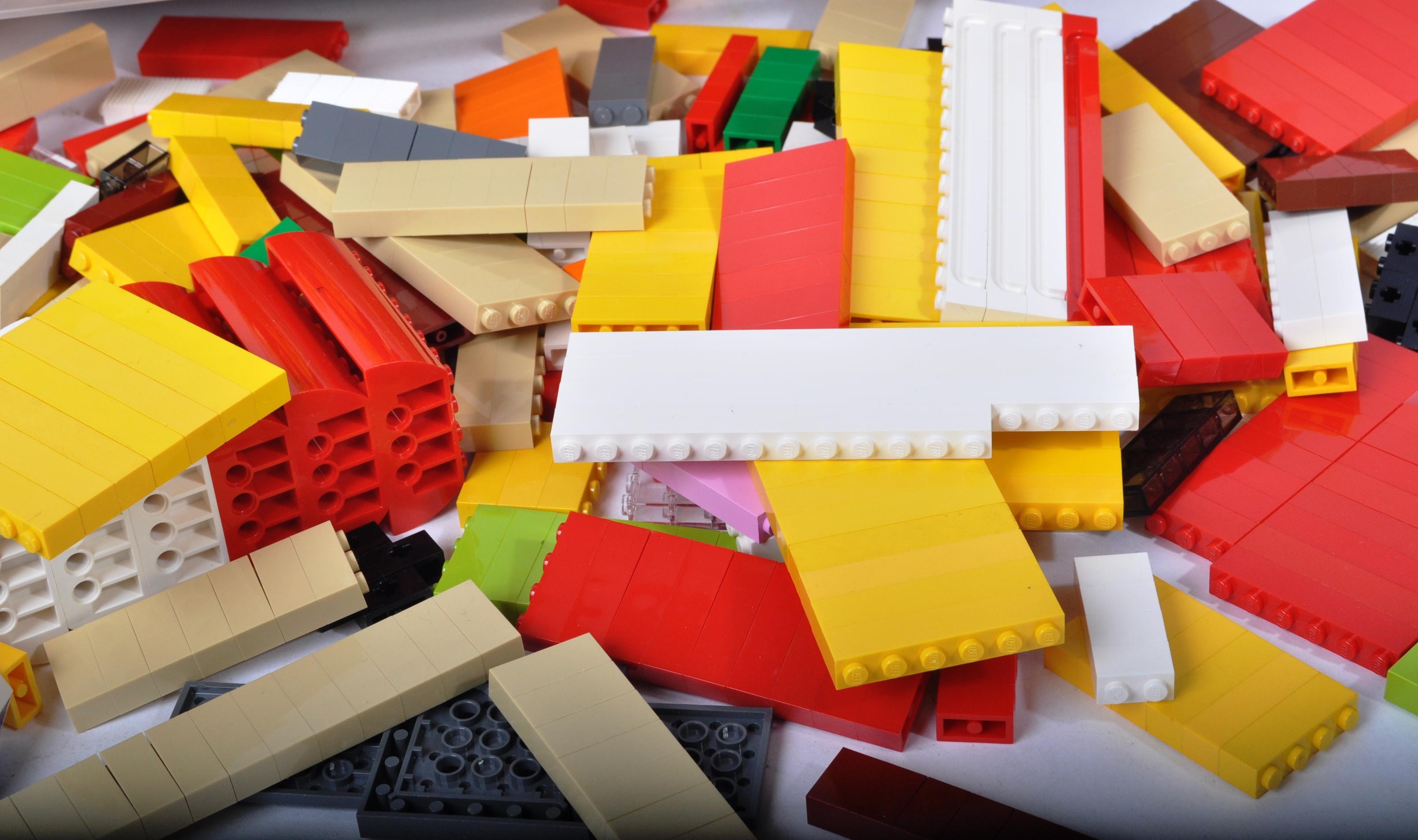 LARGE QUANTITY OF ASSORTED LOOSE LEGO BRICKS - Image 5 of 5