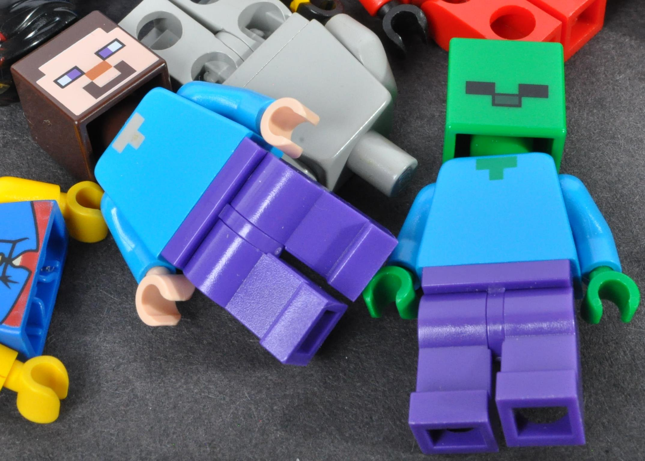 LEGO MINIFIGURES - COLLECTION OF ASSORTED LEGO MINIFIGURE PARTS - Image 2 of 5
