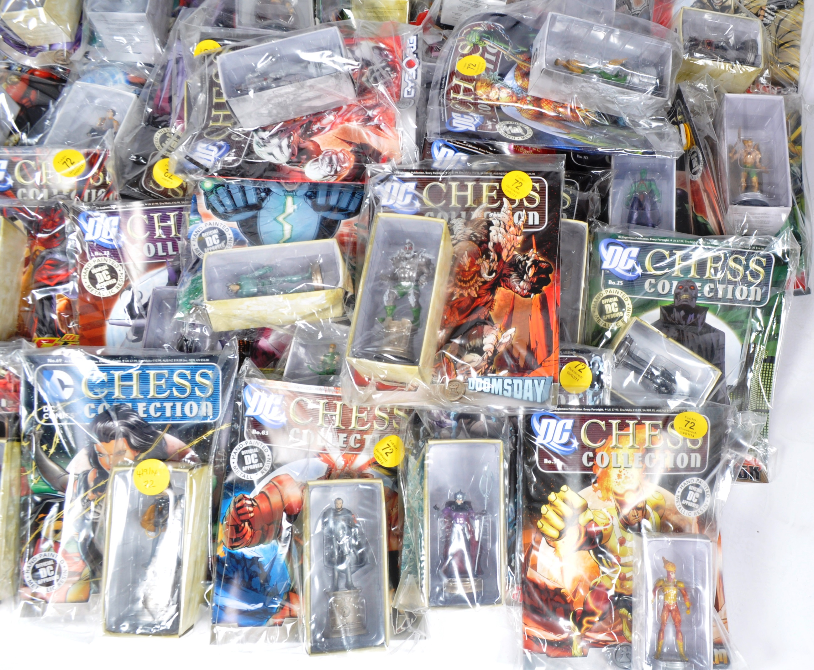 LARGE COLLECTION OF ASSORTED DC COMICS COLLECTIBLE CHESS PIECES - Image 4 of 6