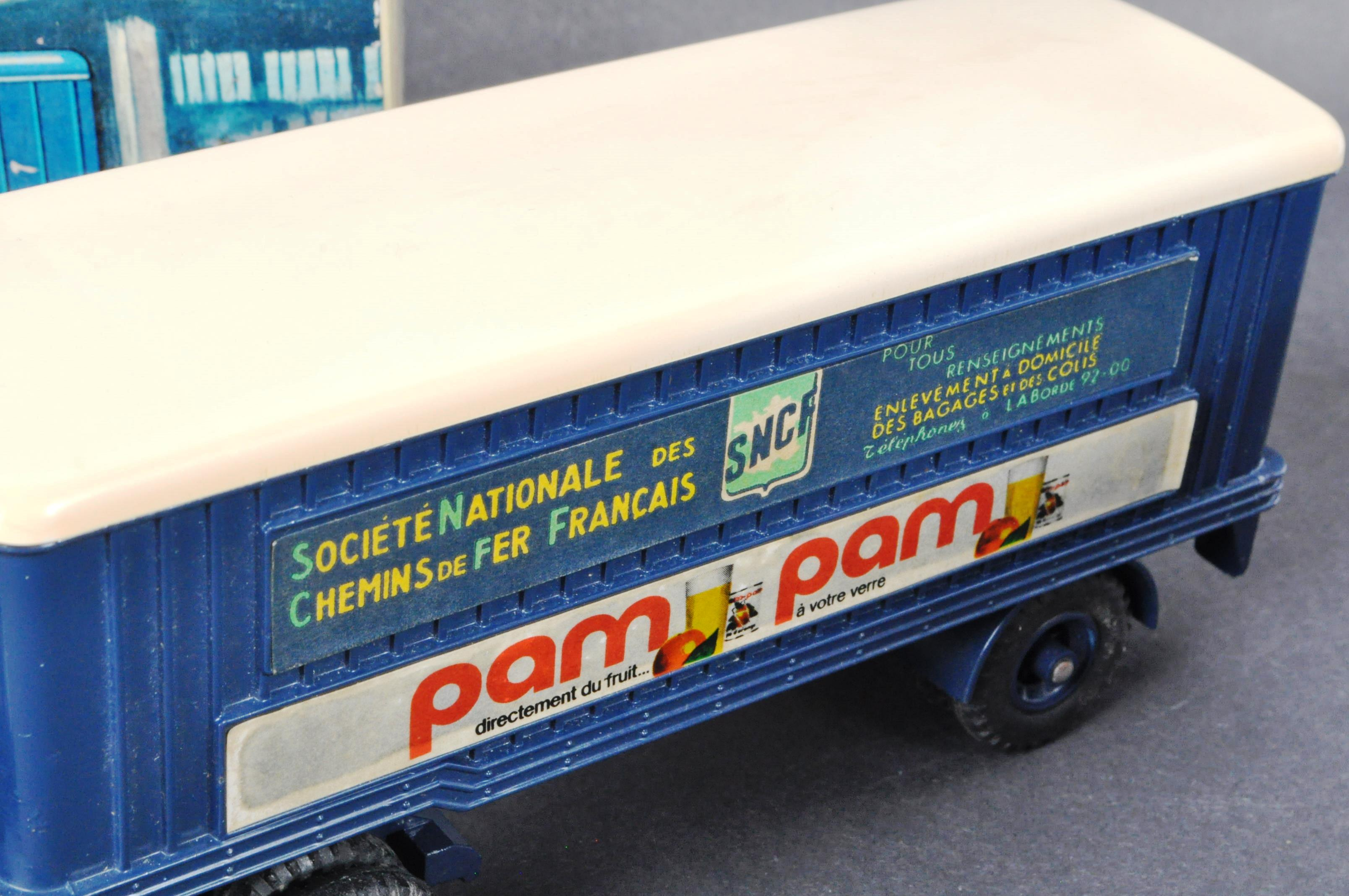 FRENCH DINKY TOYS - ORIGINAL BOXED VINTAGE DIECAST MODEL - Image 4 of 6