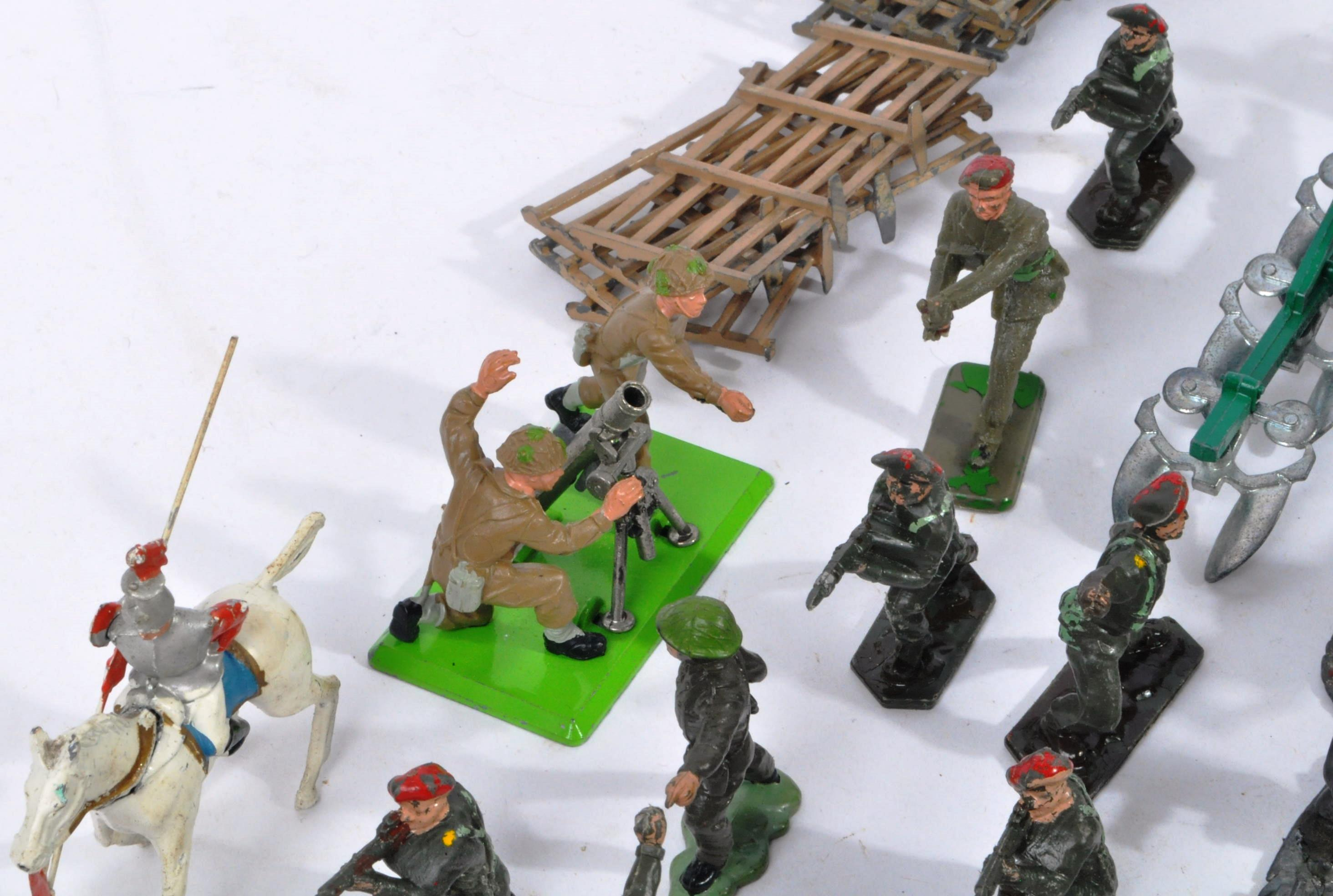 LARGE COLLECTION OF ASSORTED LEAD TOY SOLDIERS - Image 9 of 10