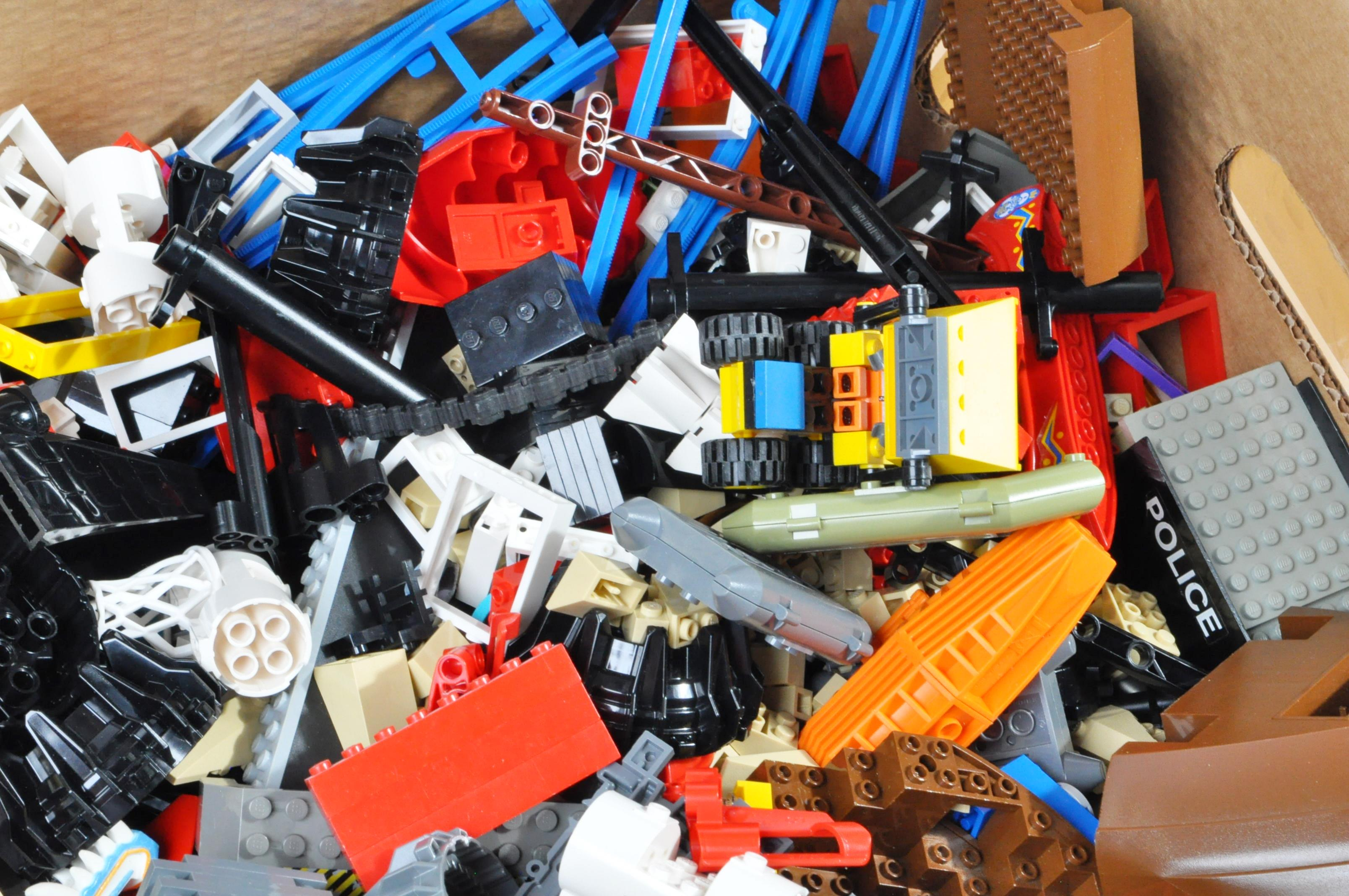 LARGE COLLECTION OF ASSORTED LOOSE LEGO BRICKS - Image 6 of 6