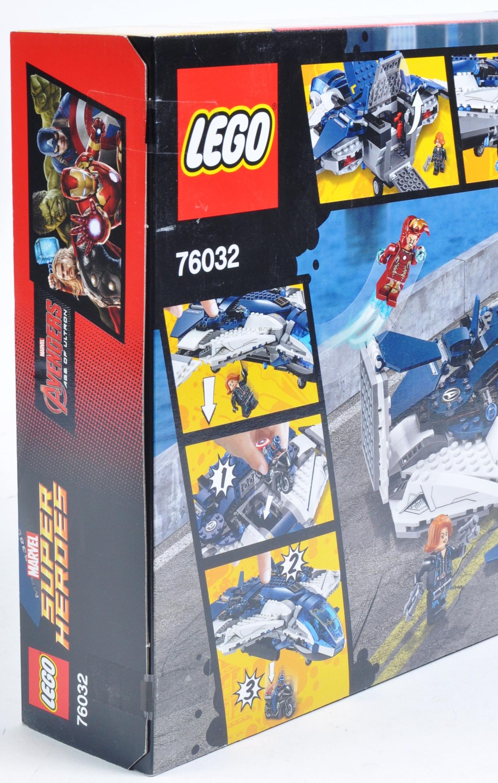 LEGO SET - MARVEL SUPERHEROES - 76032 - AVENGERS QUINJET CITY CHASE - Image 4 of 4