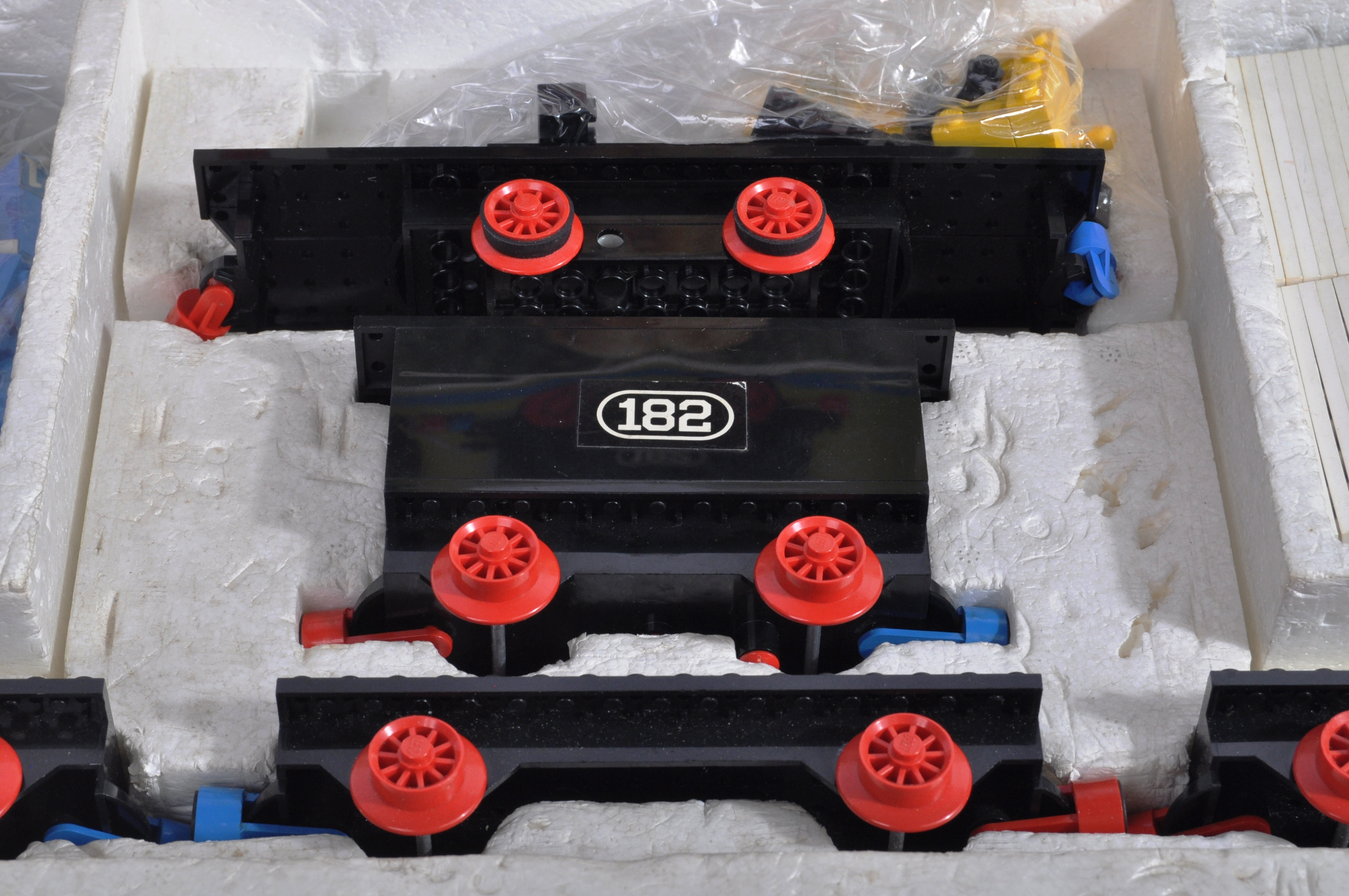 LEGO SET - 182 - TRAIN SET WITH MOTOR AND TRACK - Image 6 of 14