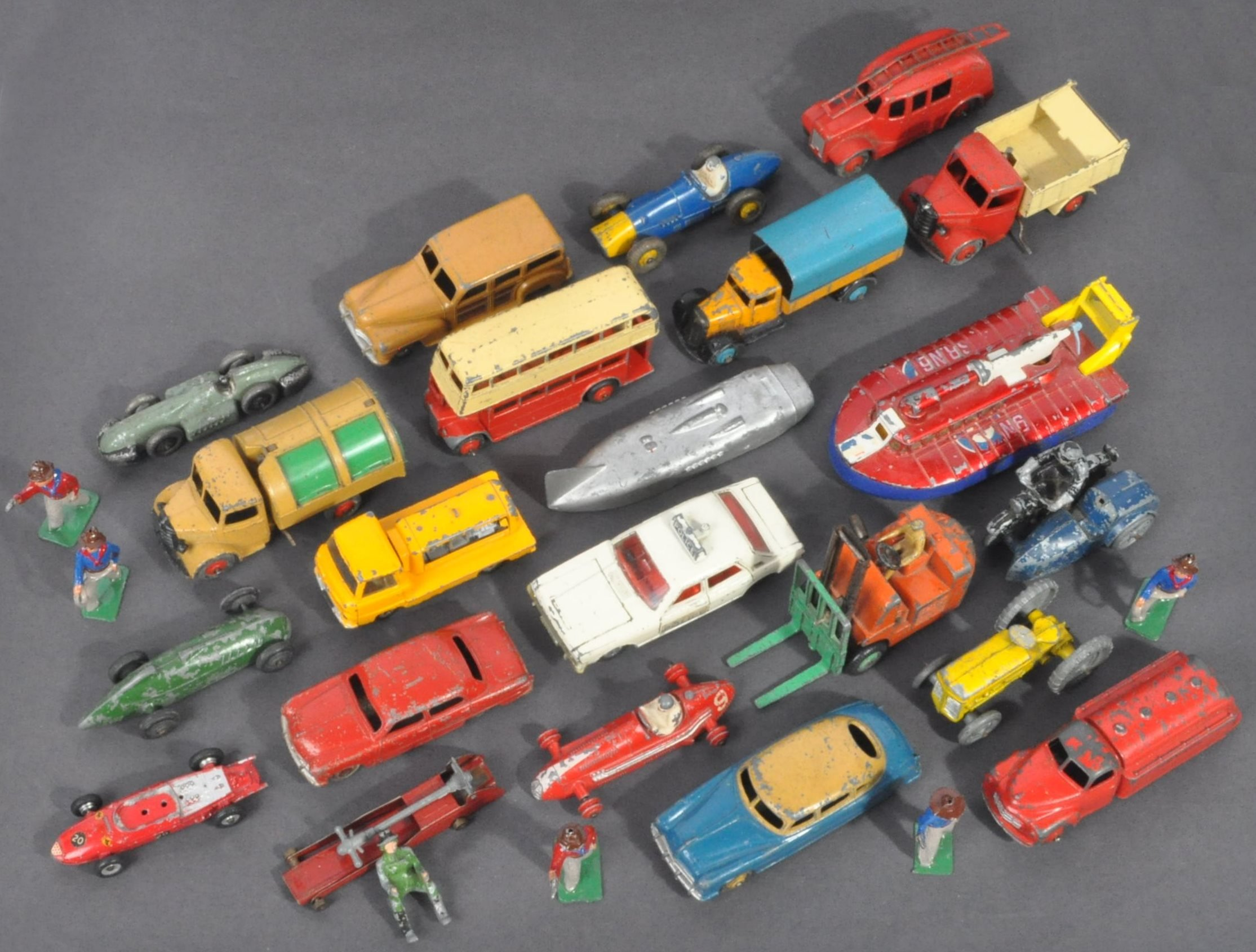 LARGE COLLECTION OF DINKY & OTHER DIECAST MODELS