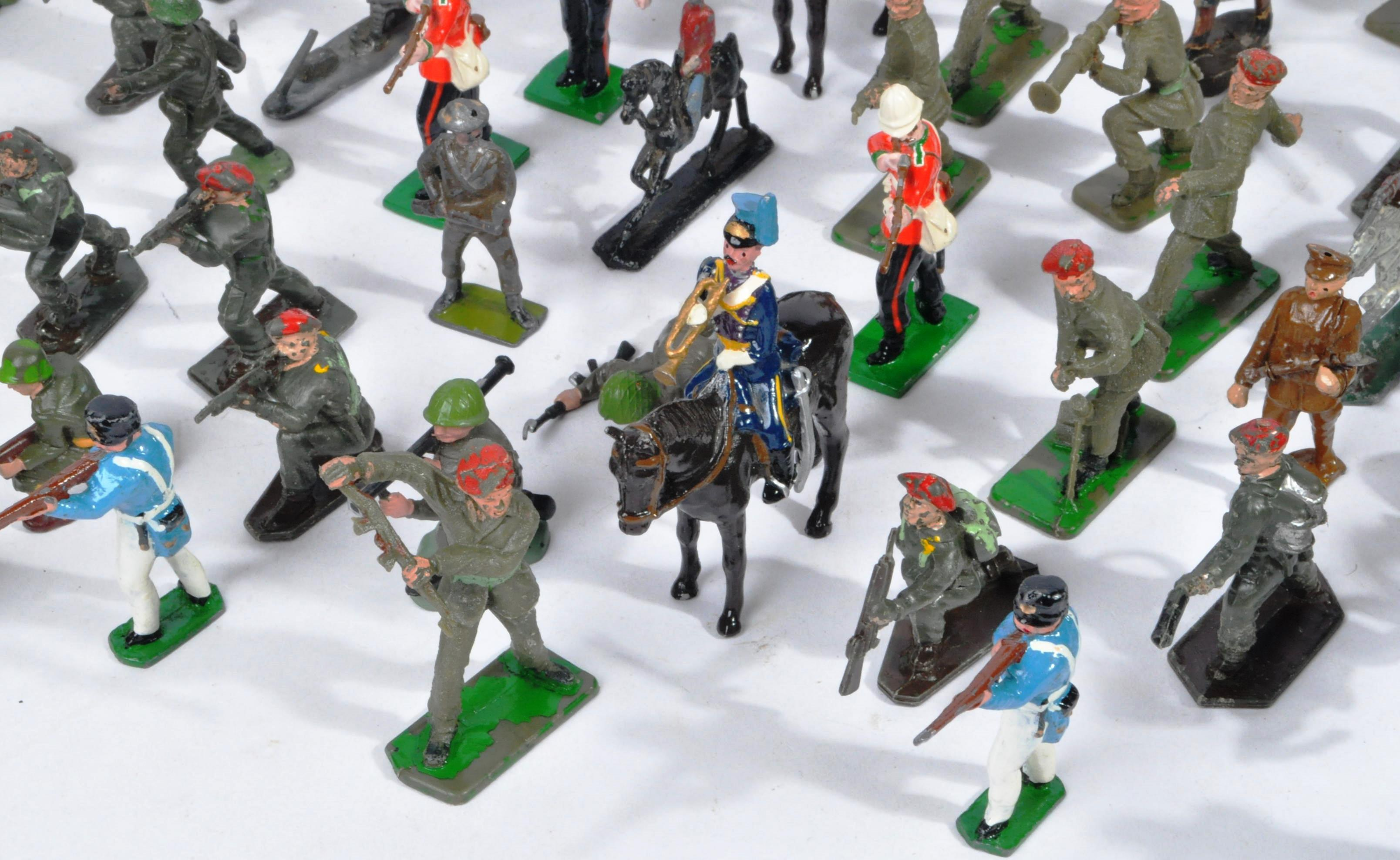 LARGE COLLECTION OF ASSORTED LEAD TOY SOLDIERS - Image 3 of 10