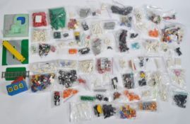LARGE COLLECTION OF ASSORTED LOOSE & BAGGED LEGO BRICKS