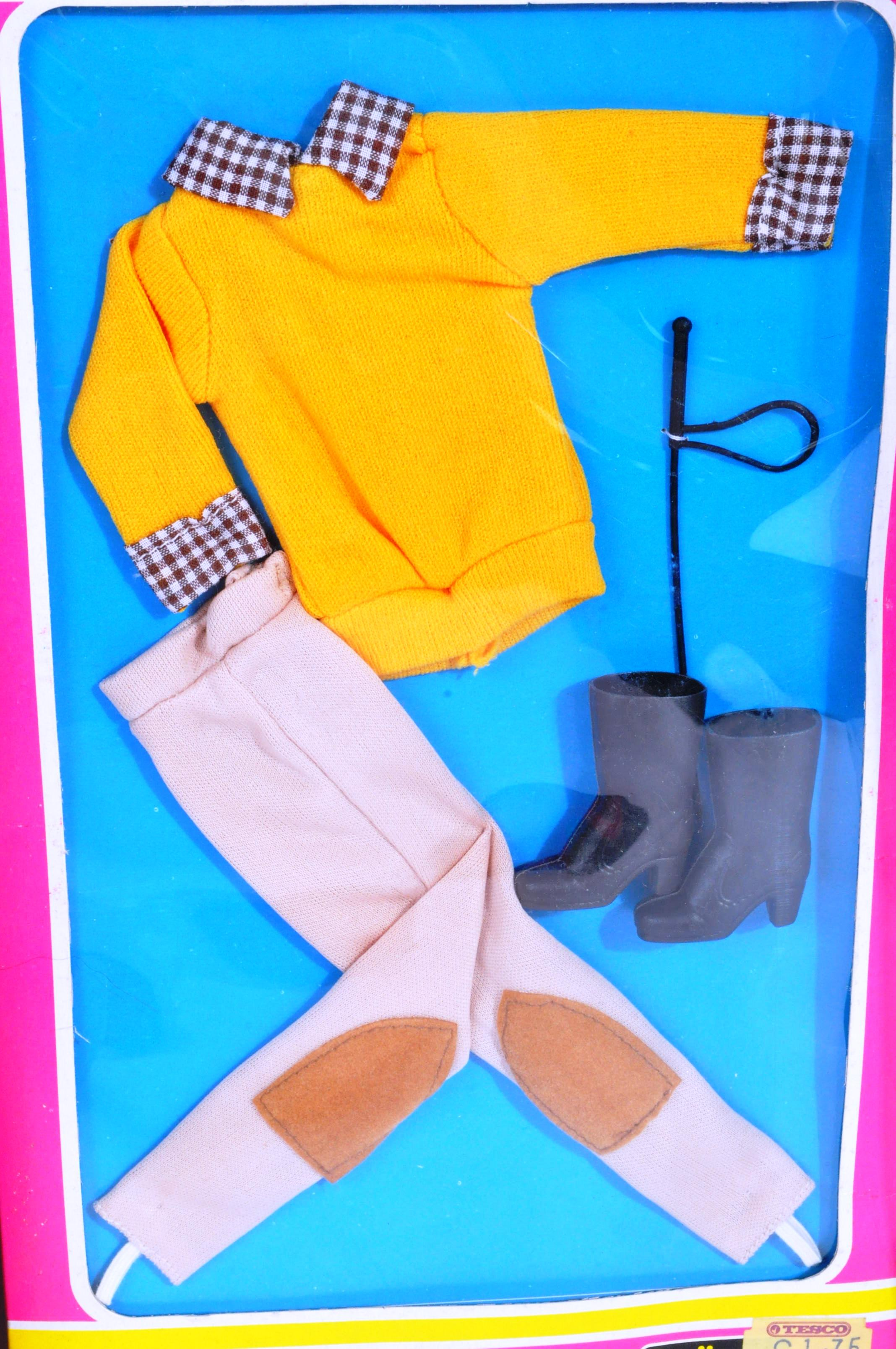 SINDY - COLLECTION OF ORIGINAL 1970S DOLLS & ACCESSORIES - Image 4 of 5
