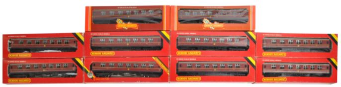 COLLECTION OF X10 HORNBY 00 GAUGE MODEL RAILWAY CARRIAGES