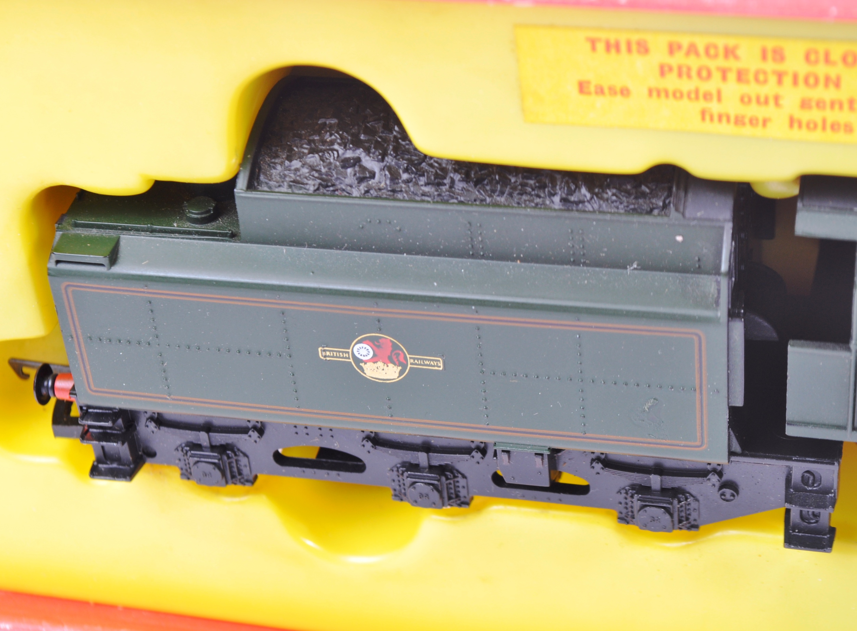 TWO VINTAGE HORNBY & TRIANG MODEL RAILWAY TRAINSET LOCOMOTIVES - Image 5 of 6
