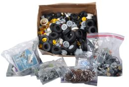 LARGE COLLECTION OF ASSORTED LEGO TECHNIC WHEELS & MOTORS