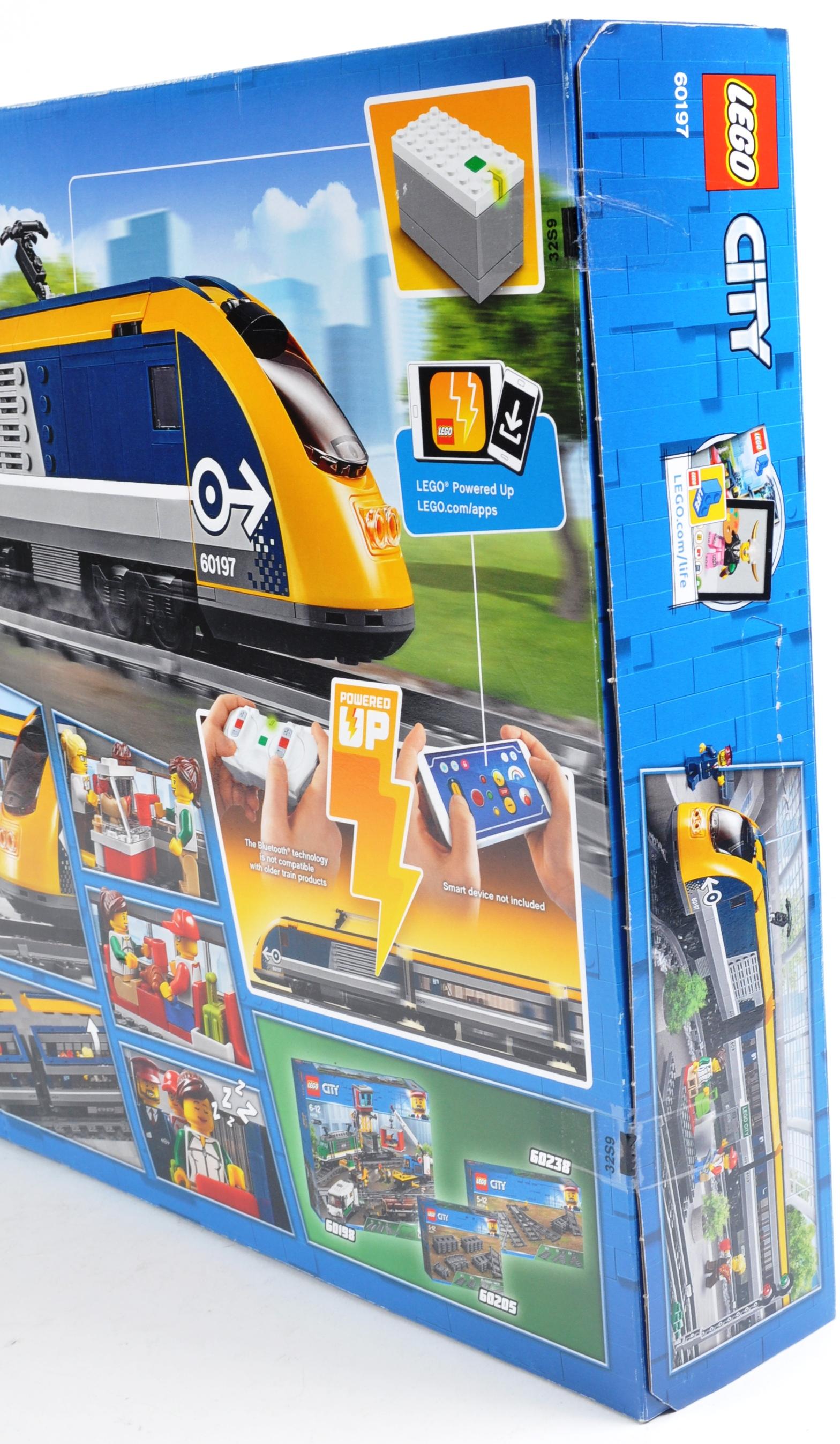 LEGO SET - LEGO CITY - 60197 - PASSENGER TRAIN - Image 3 of 4