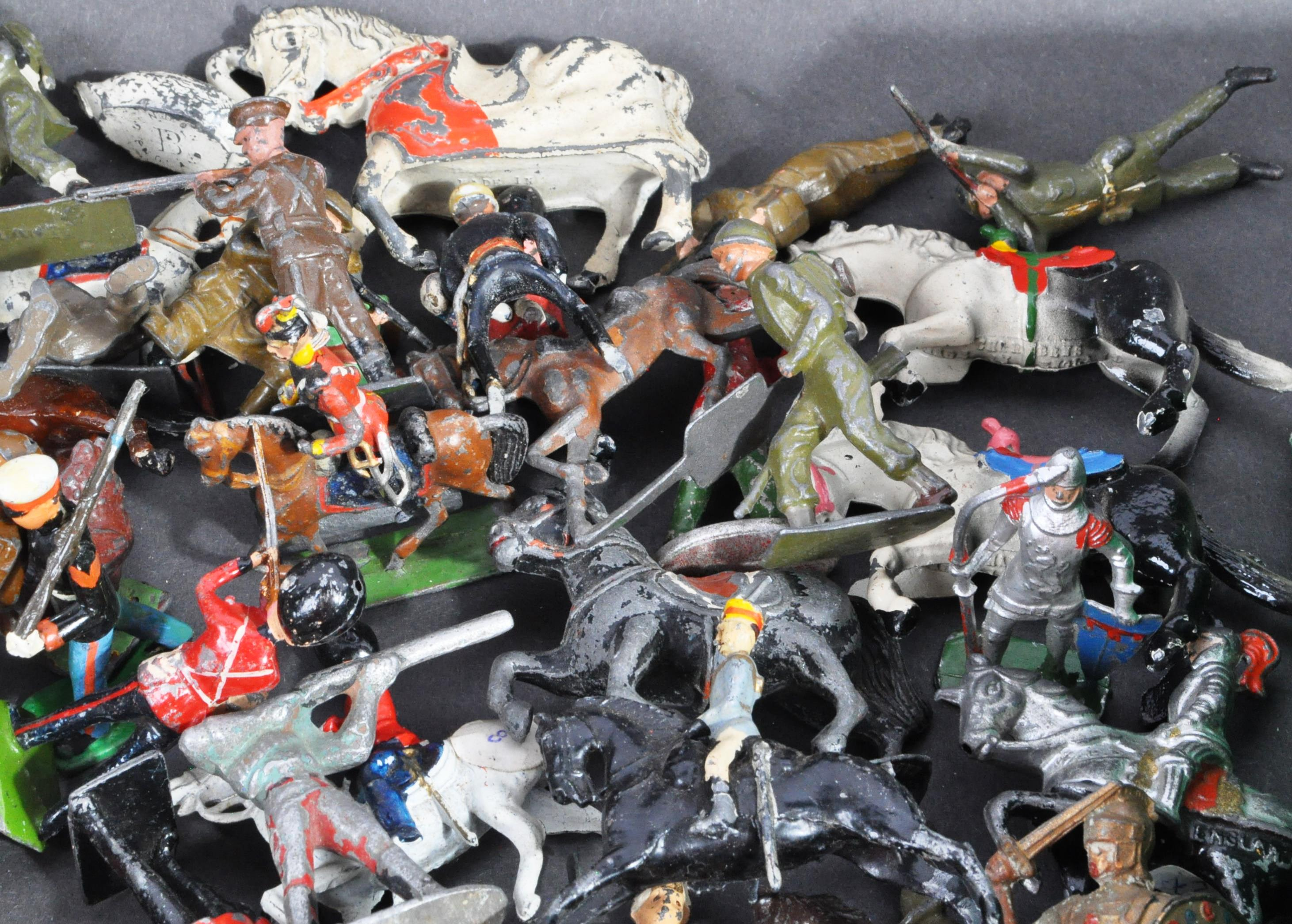 LEAD SOLDIERS - LARGE COLLECTION OF VINTAGE LEAD SOLDIERS - Image 5 of 7