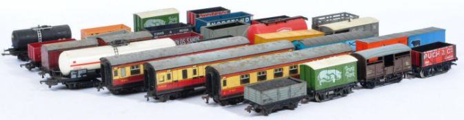 COLLECTION OF ASSORTED 00 GAUGE MODEL RAILWAY WAGONS & CARRIAGES