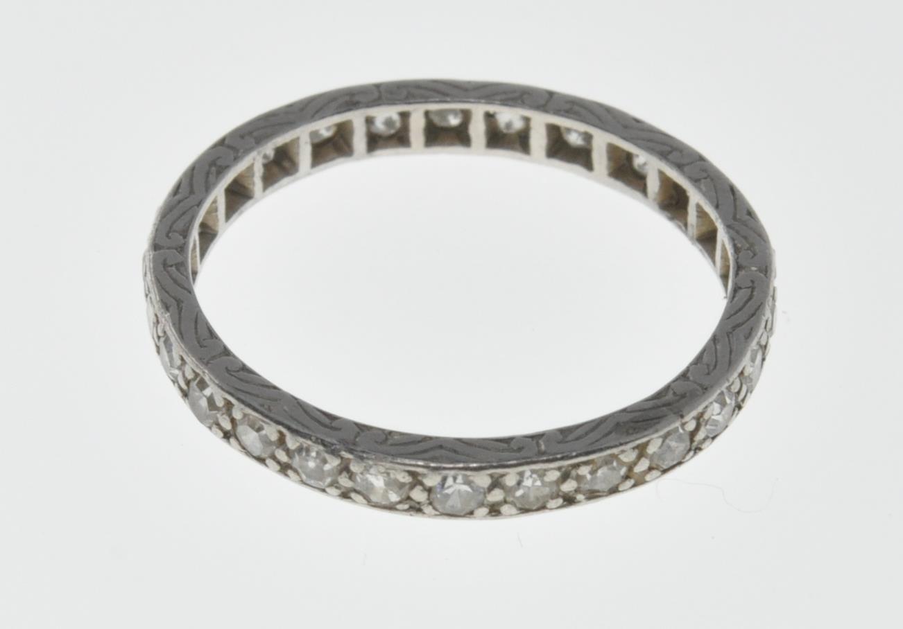 VINTAGE PLATINUM AND DIAMOND ETERNITY RING - Image 6 of 7