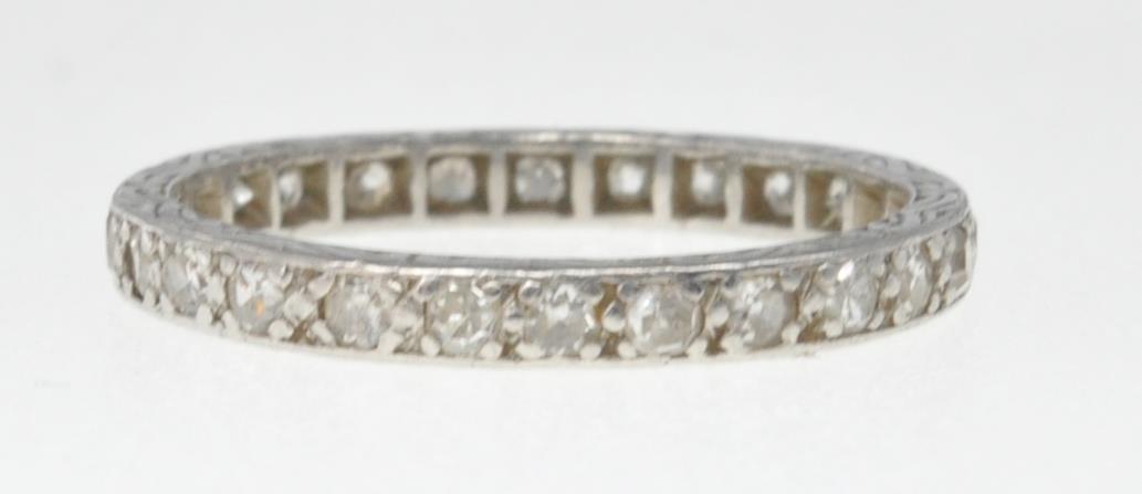 VINTAGE PLATINUM AND DIAMOND ETERNITY RING - Image 2 of 7