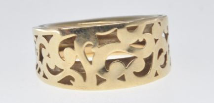 VINTAGE 9CT GOLD CUT OUT RING