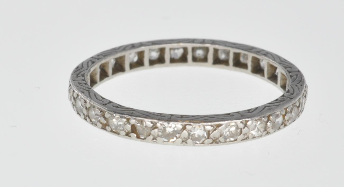 VINTAGE PLATINUM AND DIAMOND ETERNITY RING - Image 4 of 7