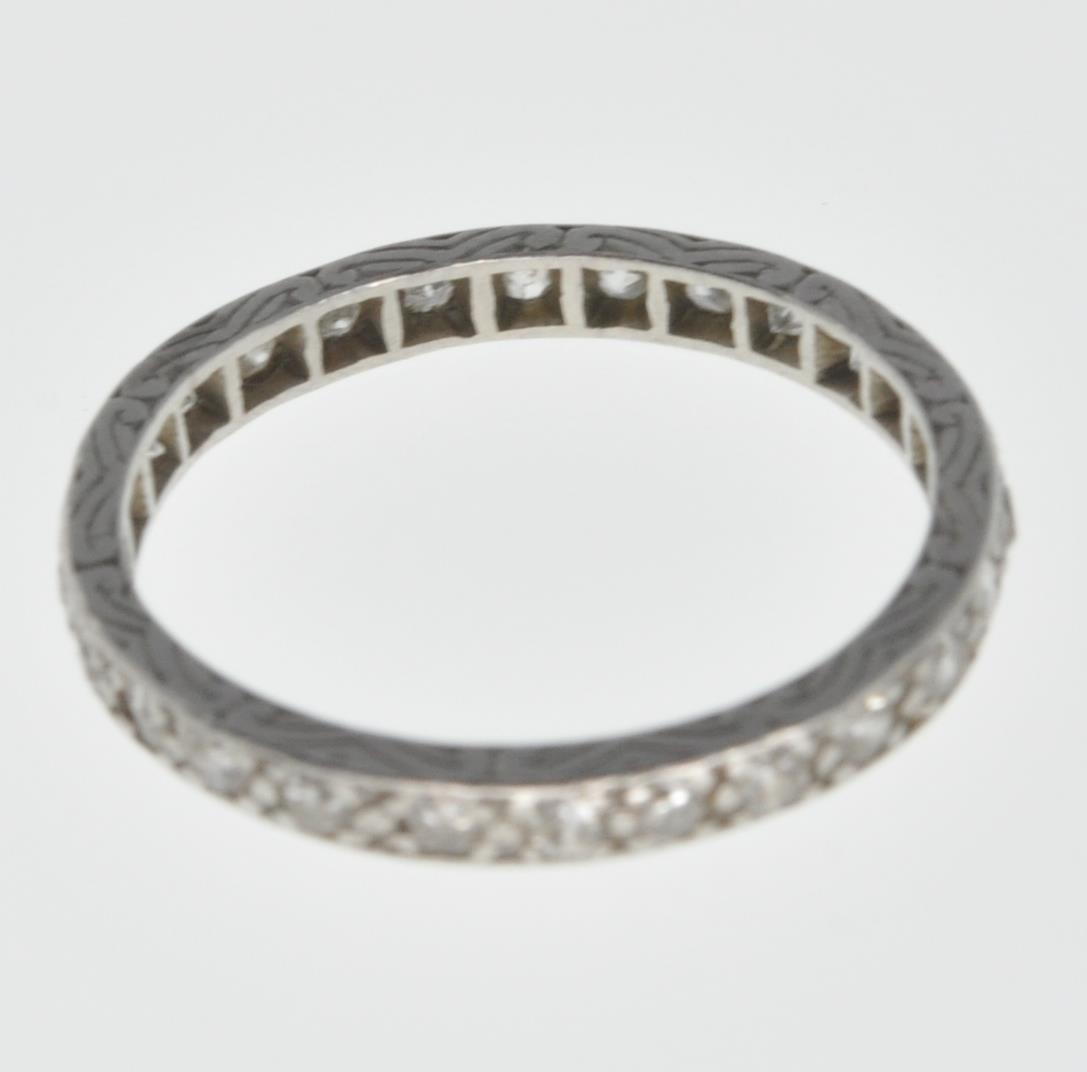 VINTAGE PLATINUM AND DIAMOND ETERNITY RING - Image 5 of 7