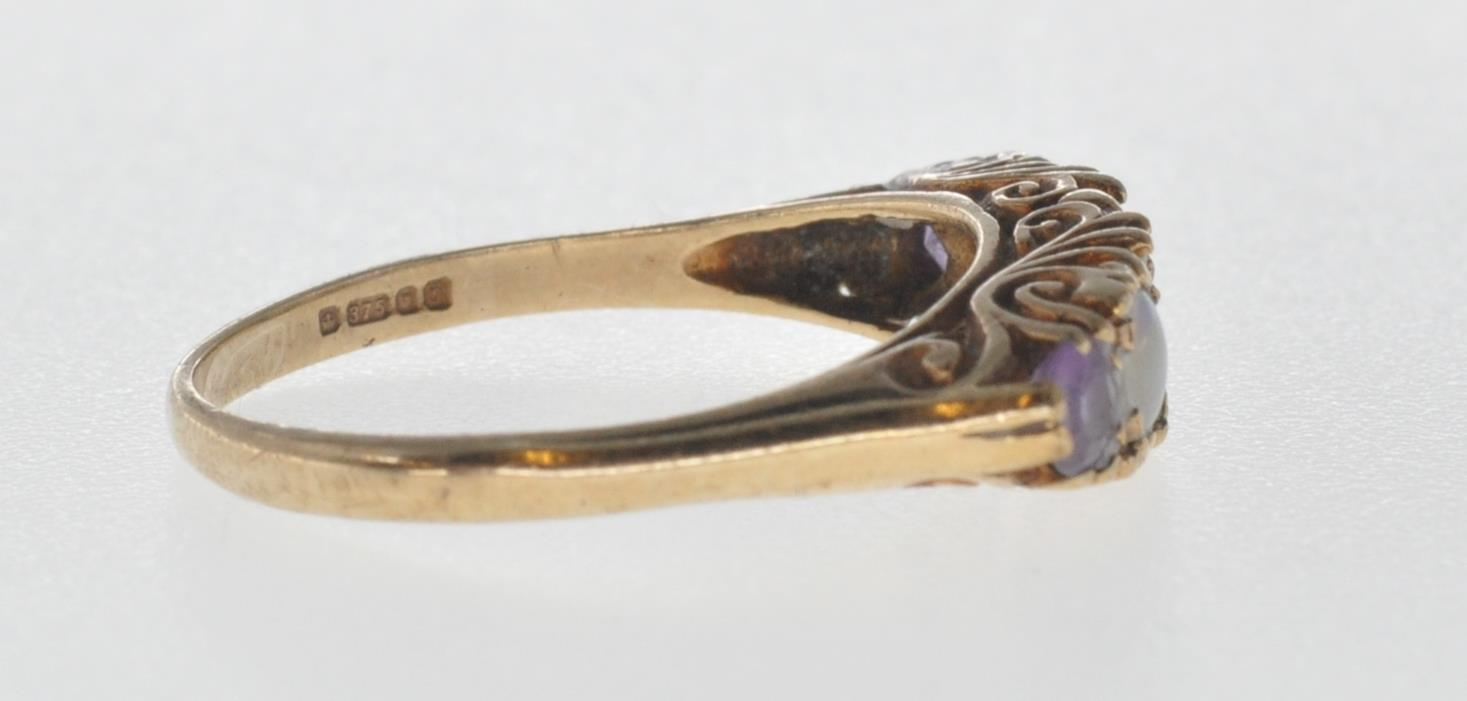 9CT GOLD RING SET WITH OPAL CABOCHONS AND PURPLE STONES. - Image 3 of 8
