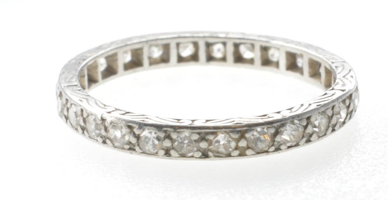 VINTAGE PLATINUM AND DIAMOND ETERNITY RING - Image 3 of 7