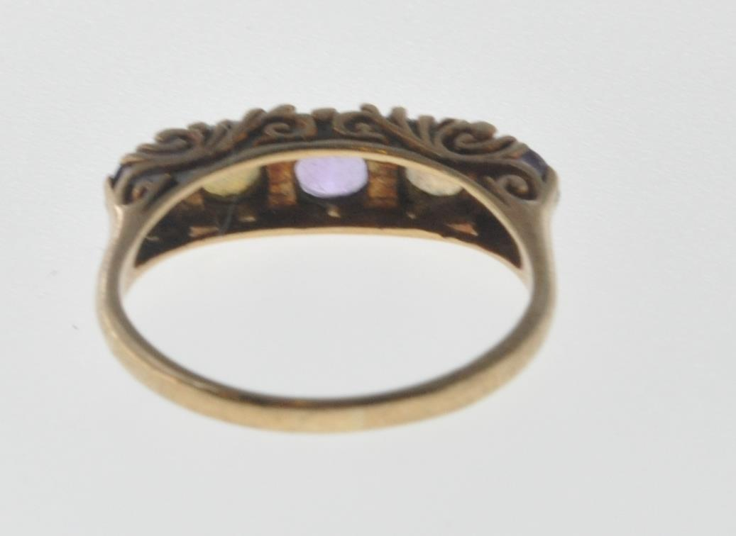 9CT GOLD RING SET WITH OPAL CABOCHONS AND PURPLE STONES. - Image 5 of 8