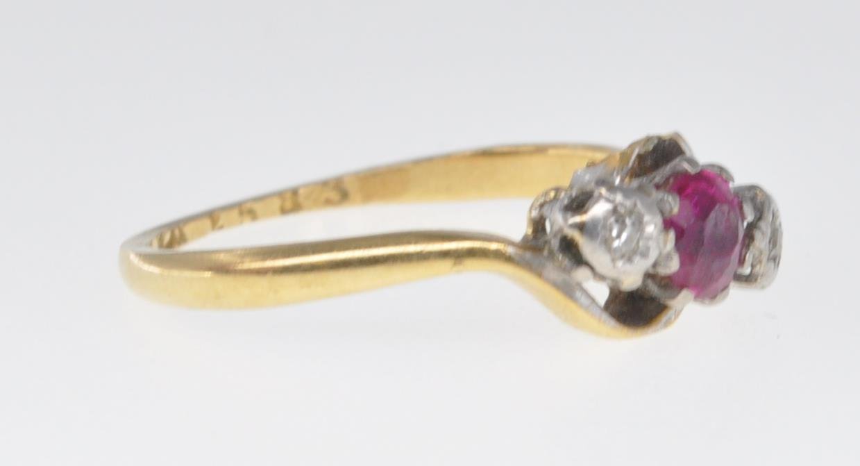 18CT GOLD RUBY AND DIAMOND RING - Image 3 of 7