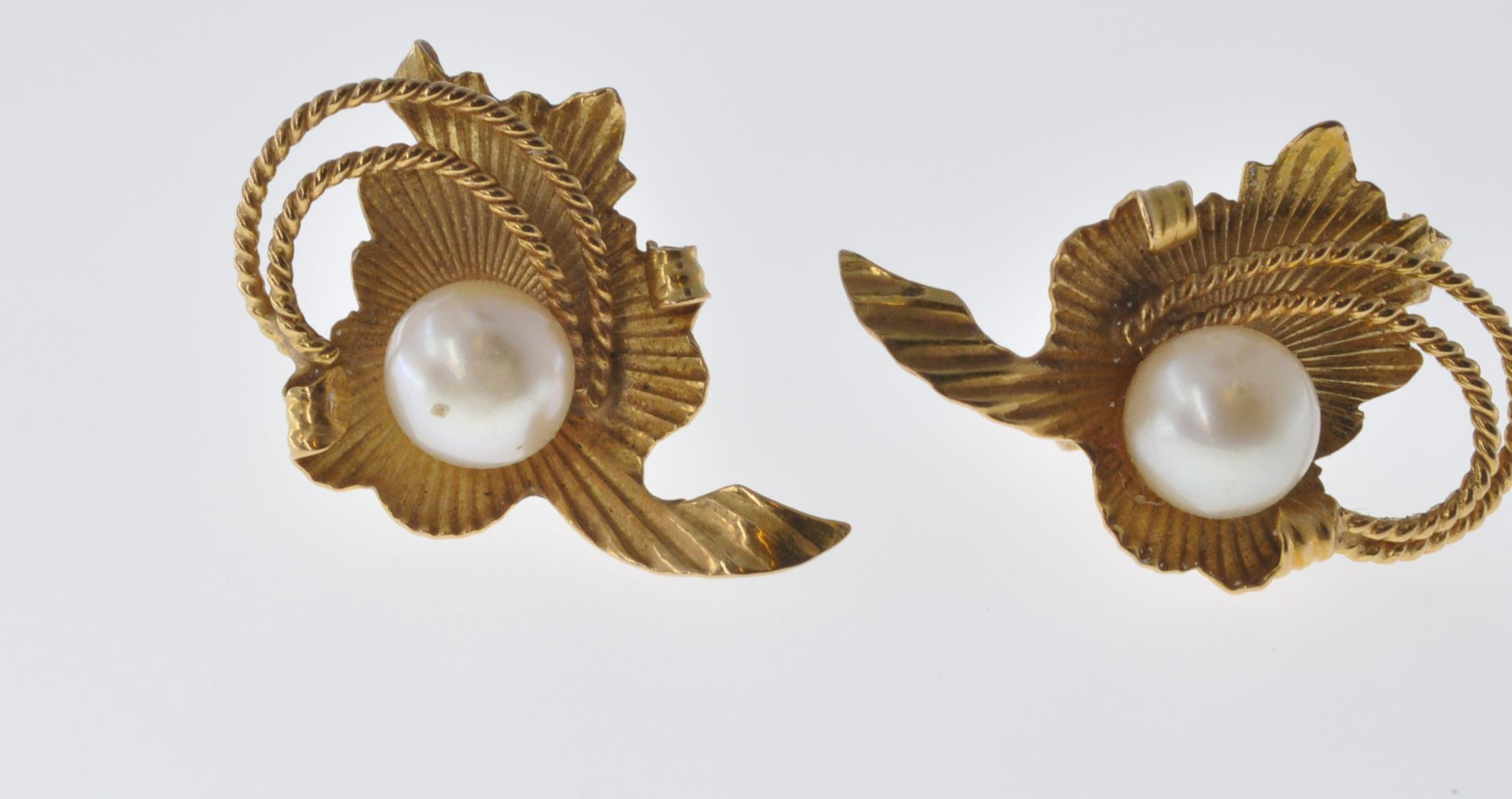 18CT GOLD AND PEARL EARRINGS - Image 2 of 6