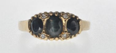 9CT GOLD AND BLACK STONE RING.