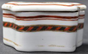 19TH CENTURY SAMSON CERAMIC SNUFF BOX