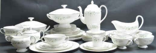 VINTAGE 20TH CENTURY WEDGWOOD DINNER SERVICE