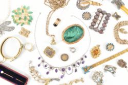Online Specialist Jewellery and Silver Auction - Worldwide Postage, Packing & Delivery Available On All Items