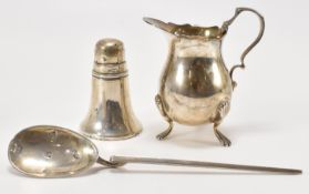 THREE 20TH CENTURY SILVER ITEMS INCLUDING COCHLEAR SPOON