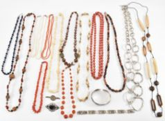 COLLECTION OF VINATGE COSTUME JEWELLERY